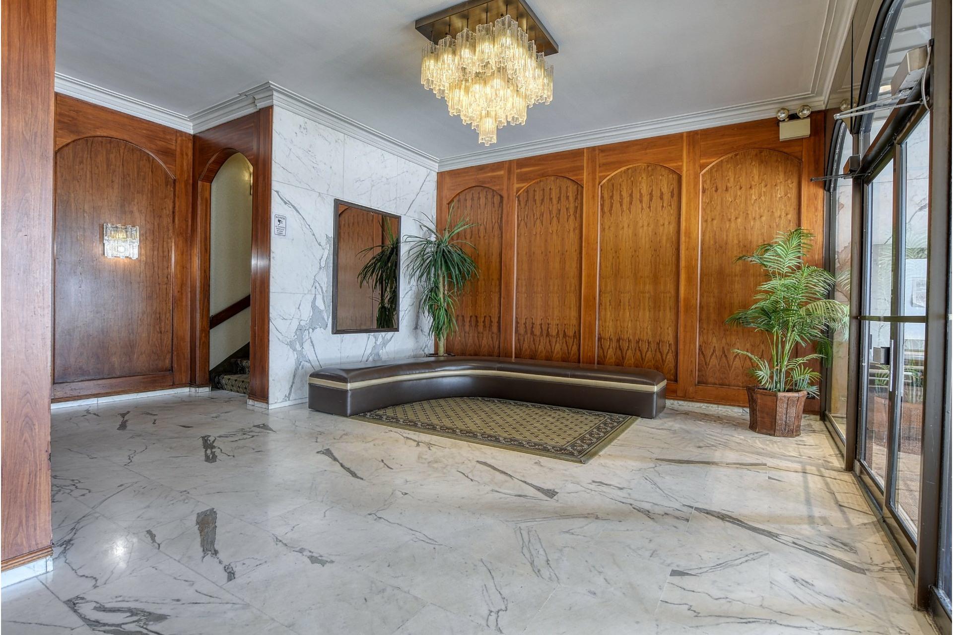 image 1 - Appartement À vendre Côte-Saint-Luc - 7 pièces