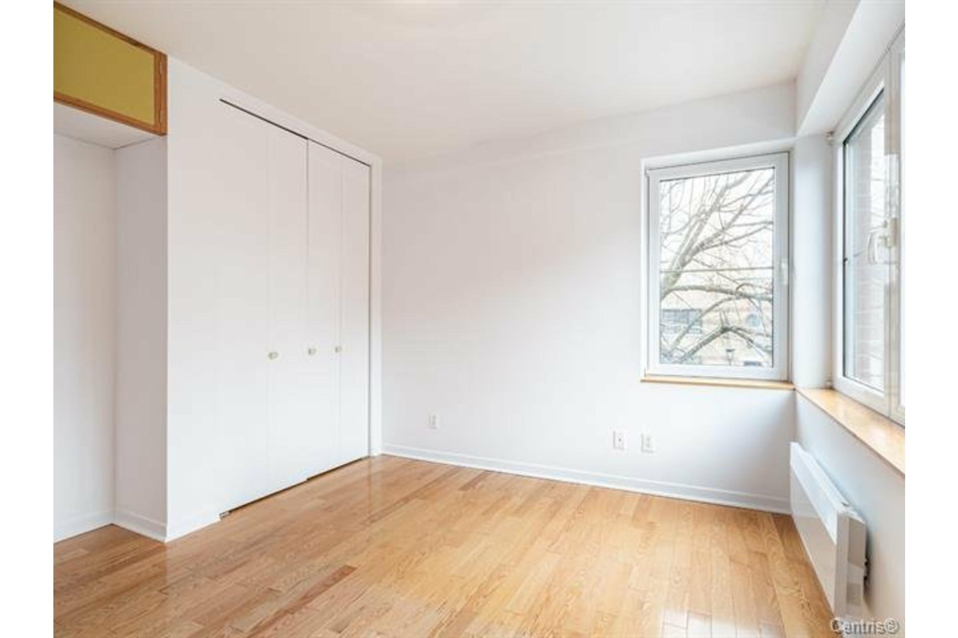 image 11 - Appartement À louer Côte-des-Neiges/Notre-Dame-de-Grâce Montréal  - 6 pièces