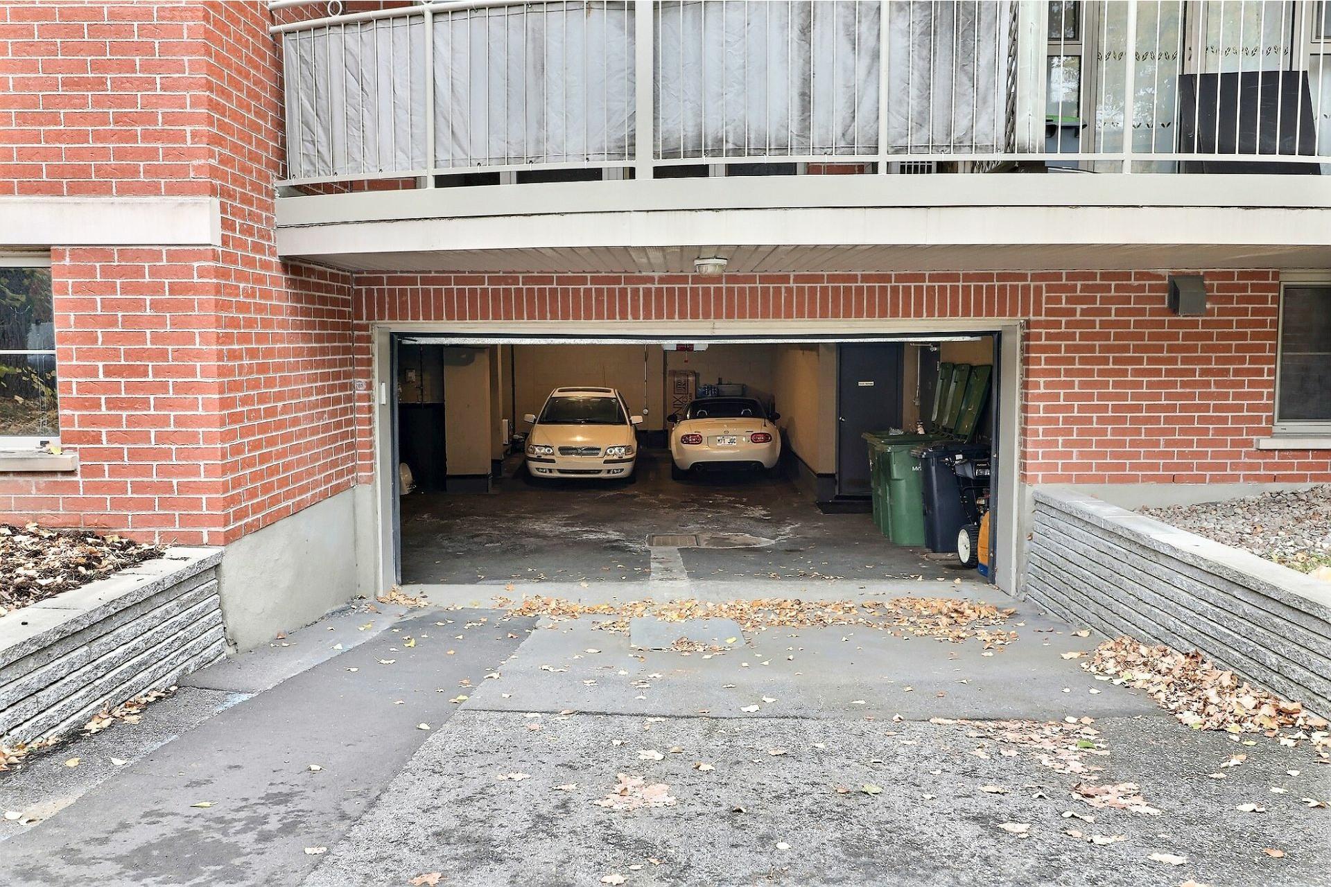 image 20 - Apartment For rent Côte-des-Neiges/Notre-Dame-de-Grâce Montréal  - 6 rooms