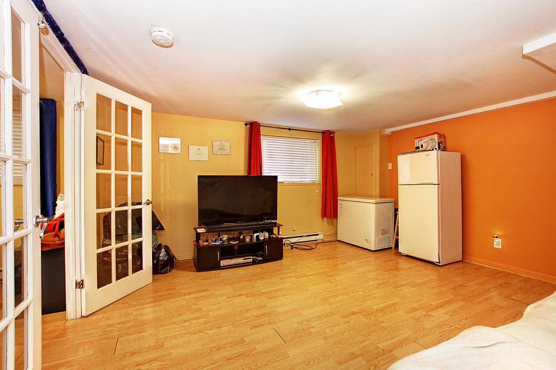 image 25 - Duplex For sale Rivière-des-Prairies/Pointe-aux-Trembles Montréal  - 4 rooms