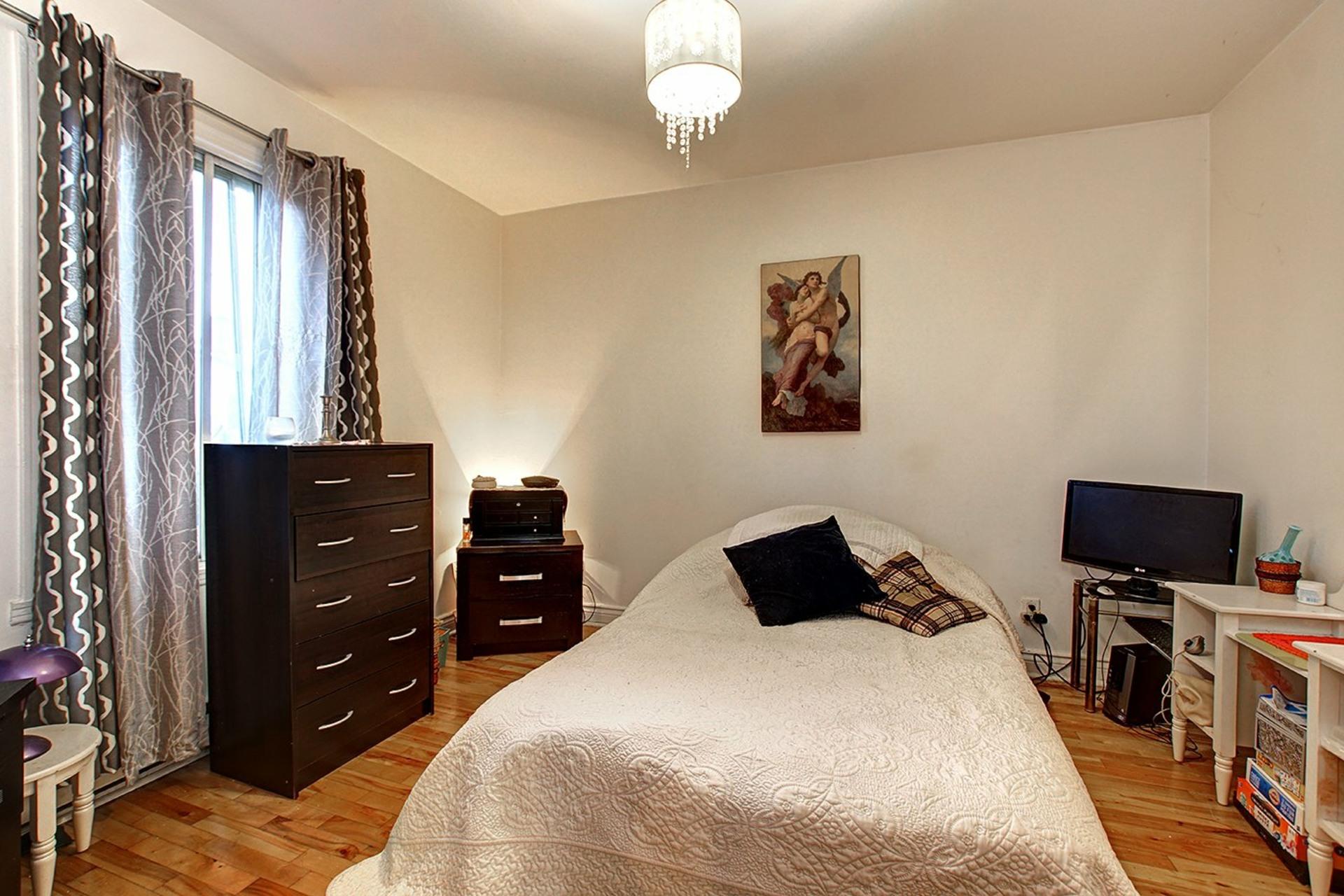 image 19 - Duplex For sale Rivière-des-Prairies/Pointe-aux-Trembles Montréal  - 4 rooms