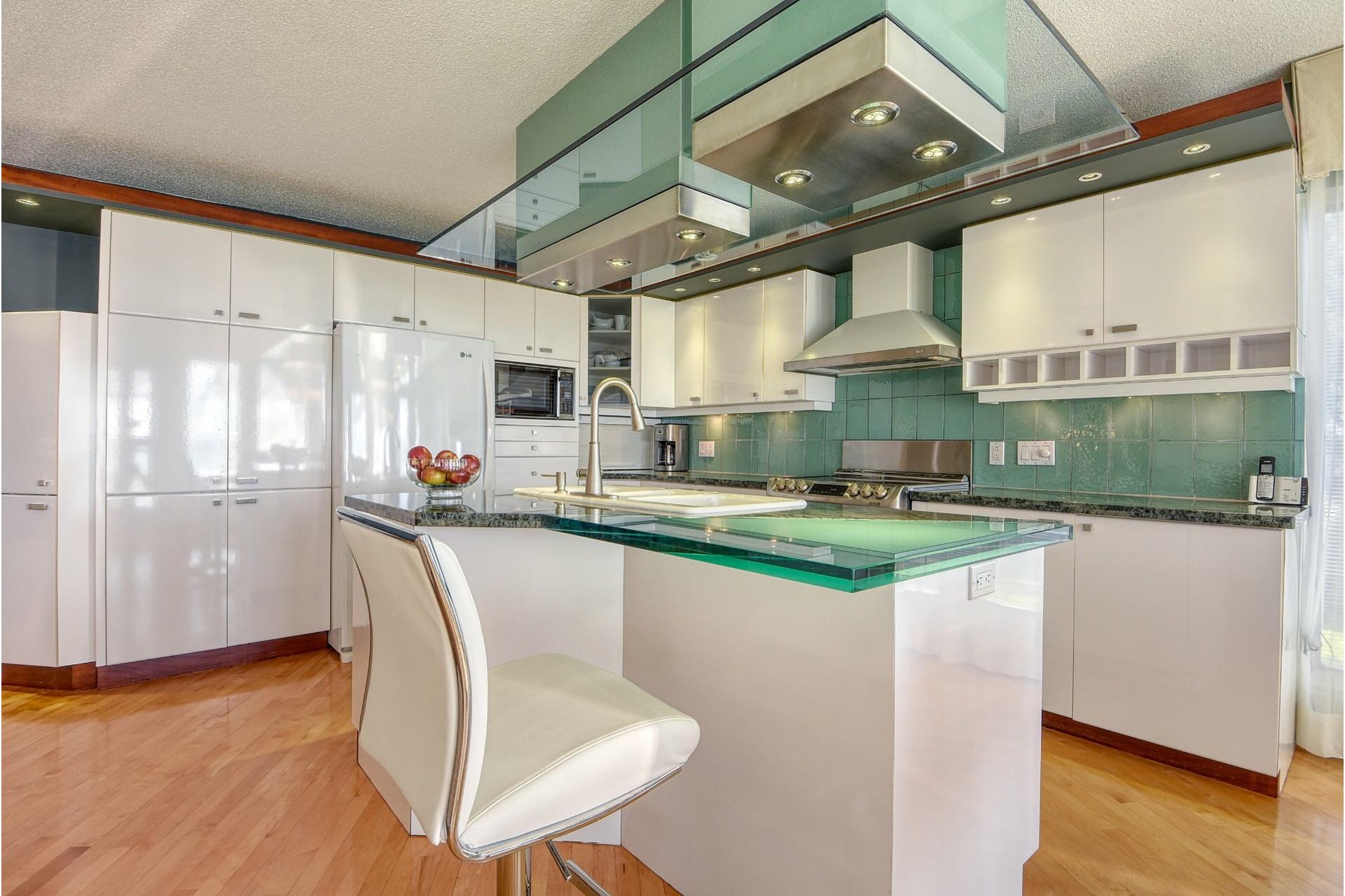 image 11 - House For sale Saint-Zotique - 14 rooms
