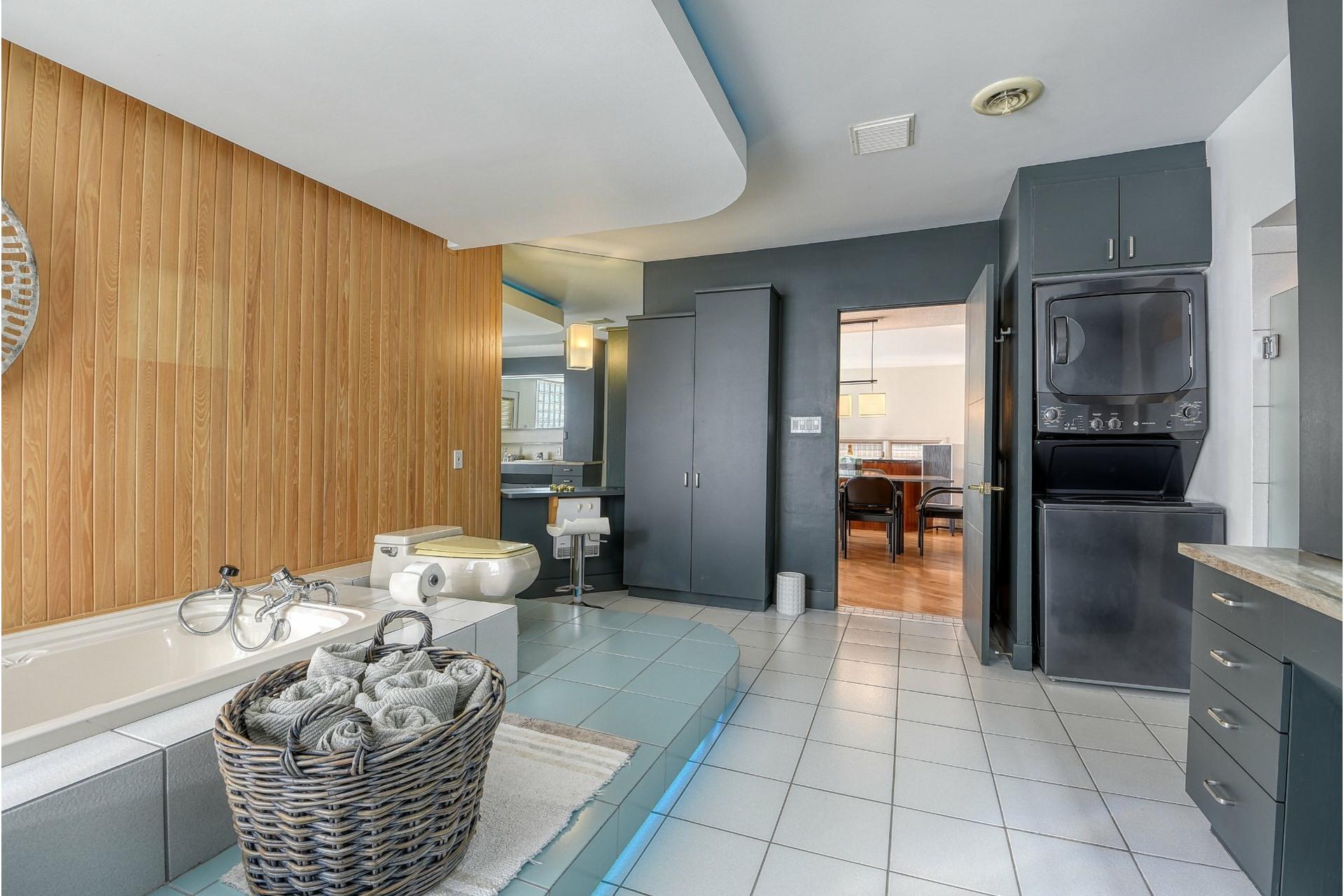 image 18 - House For sale Saint-Zotique - 14 rooms