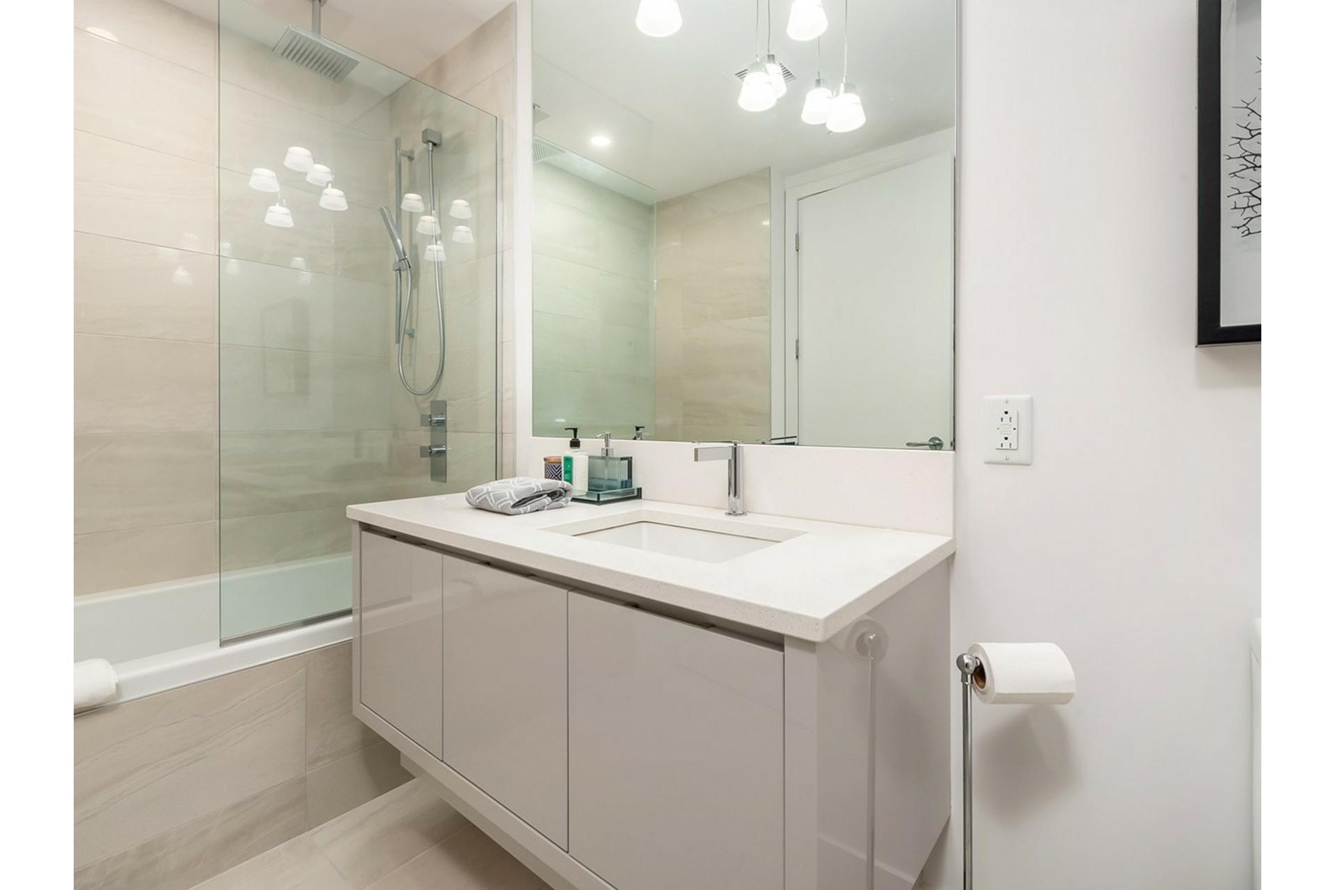 image 24 - Appartement À vendre Ville-Marie Montréal  - 8 pièces