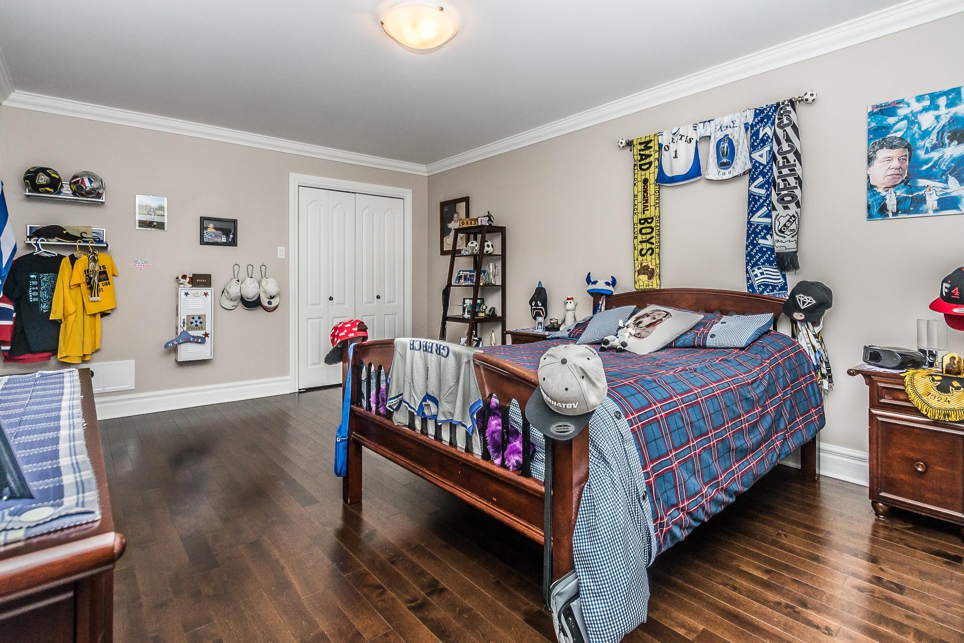 image 19 - House For sale Laval Sainte-Dorothée - 12 rooms