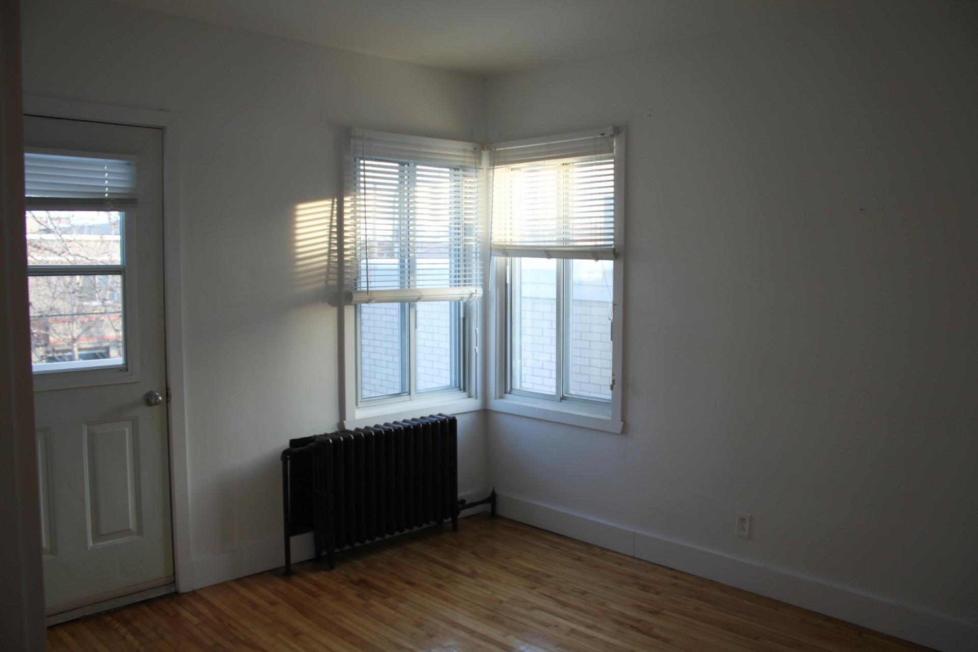 image 3 - Apartment For rent Montréal Mercier - 3 rooms
