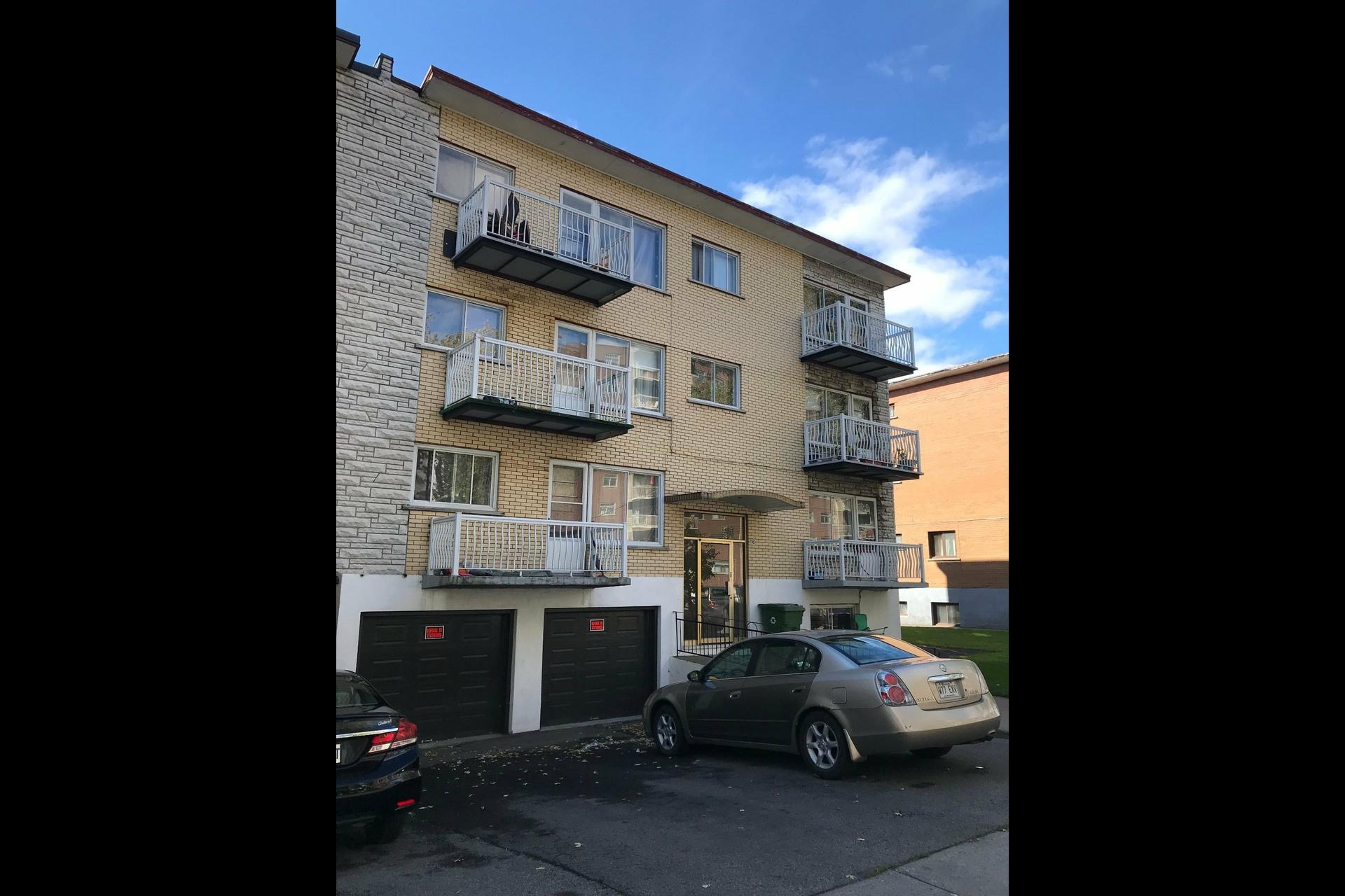 image 0 - Immeuble à revenus À vendre Montréal Saint-Léonard  - 4 pièces