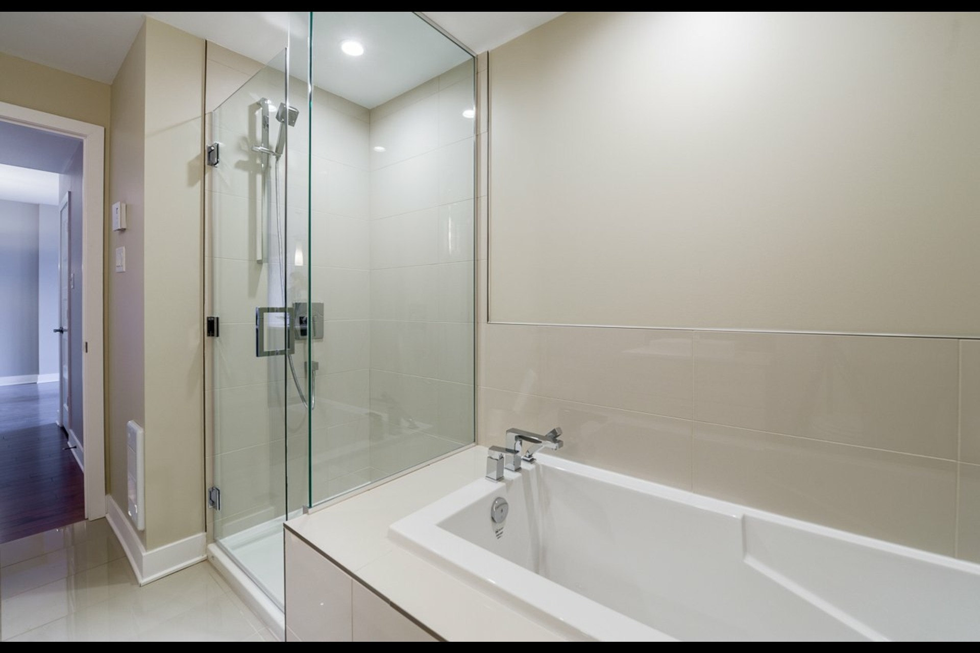 image 10 - Appartement À louer Montréal Rosemont/La Petite-Patrie  - 4 pièces