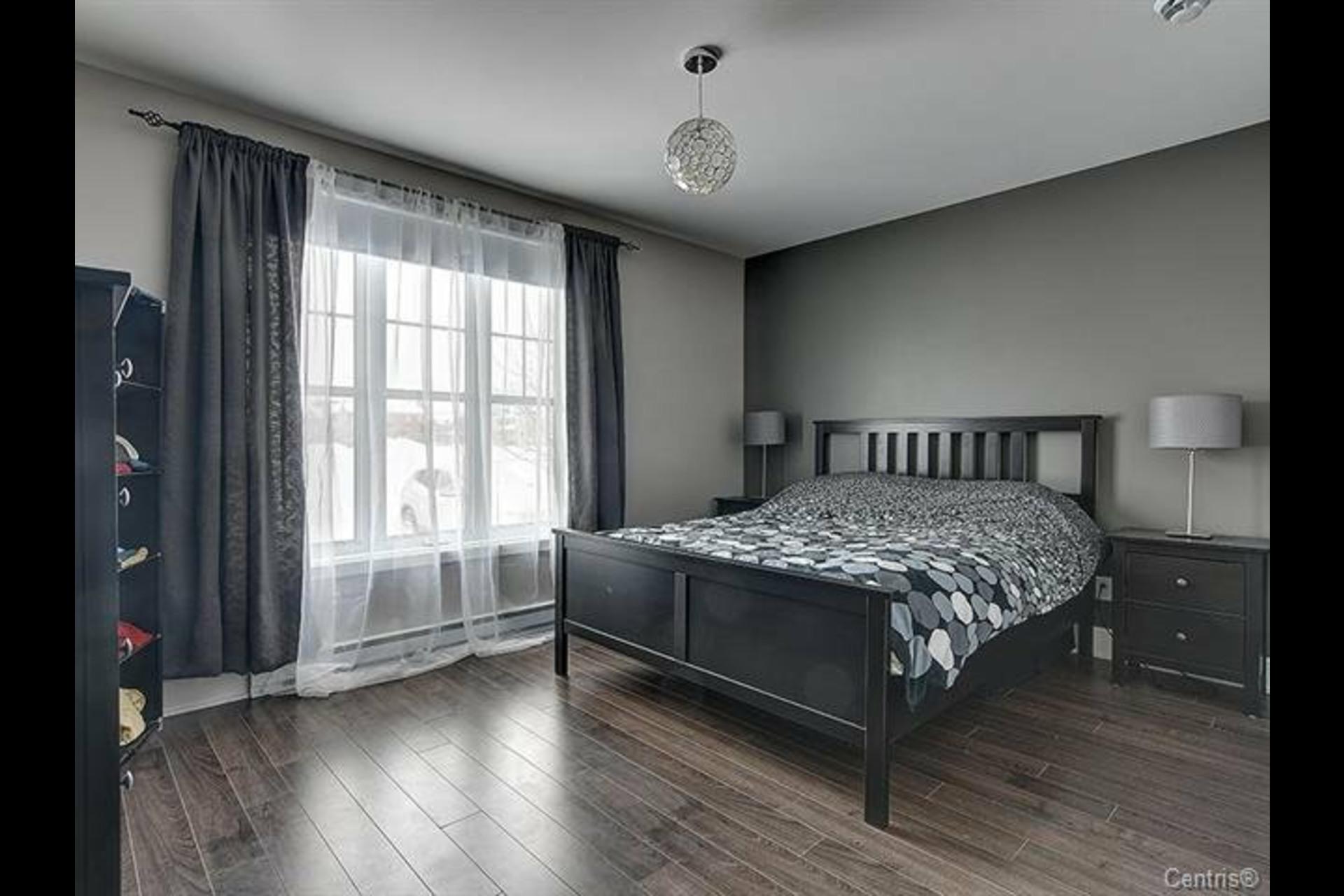 image 6 - Appartement À louer Mont-Saint-Hilaire - 9 pièces