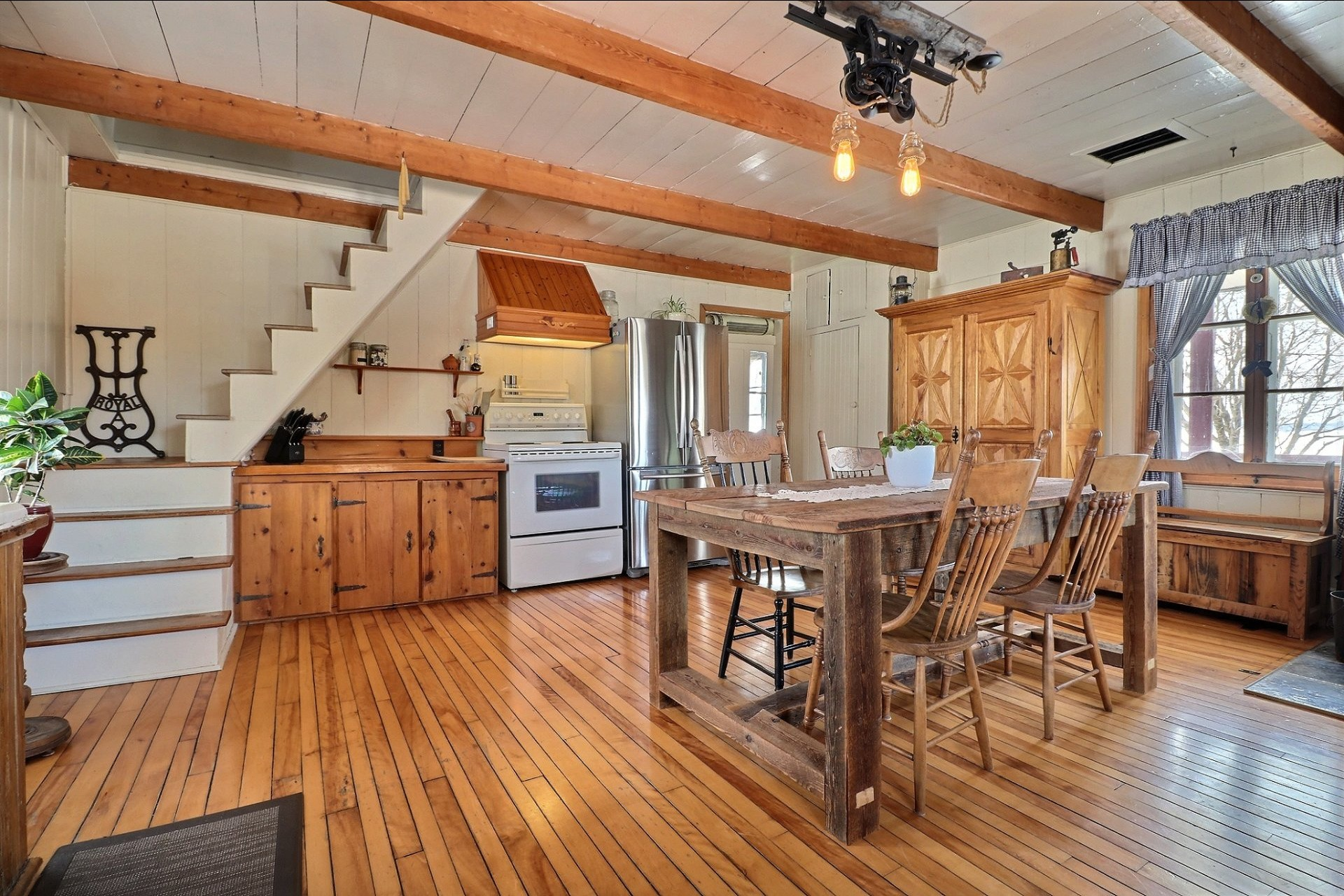 Farmhouse For sale Saint-Lin/Laurentides - 8 rooms