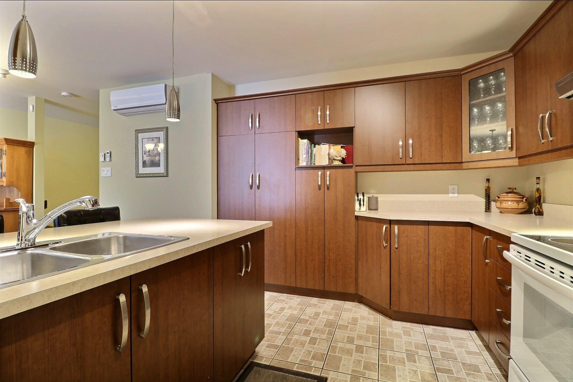 image 4 - Appartement À vendre Laval Fabreville  - 6 pièces