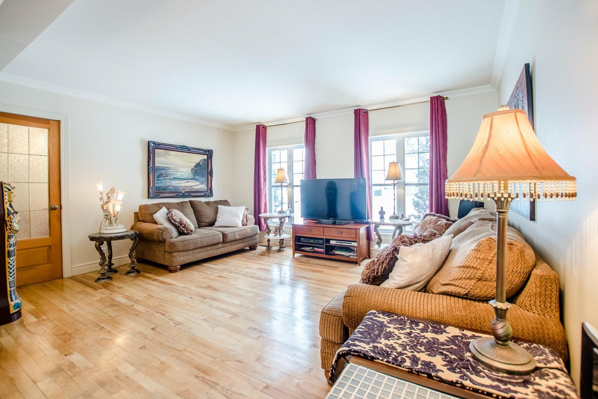 image 3 - Maison À vendre Châteauguay - 9 pièces