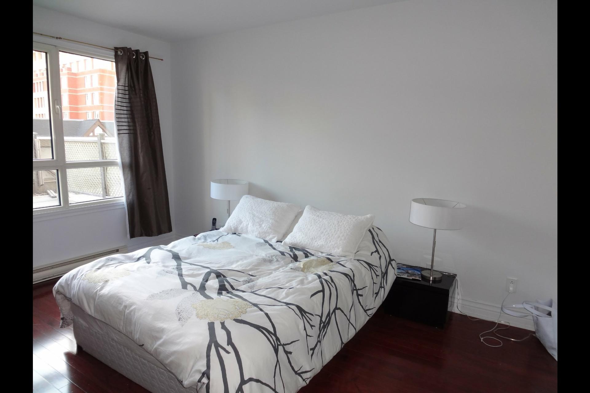 image 4 - Appartement À louer Montréal Ville-Marie  - 5 pièces