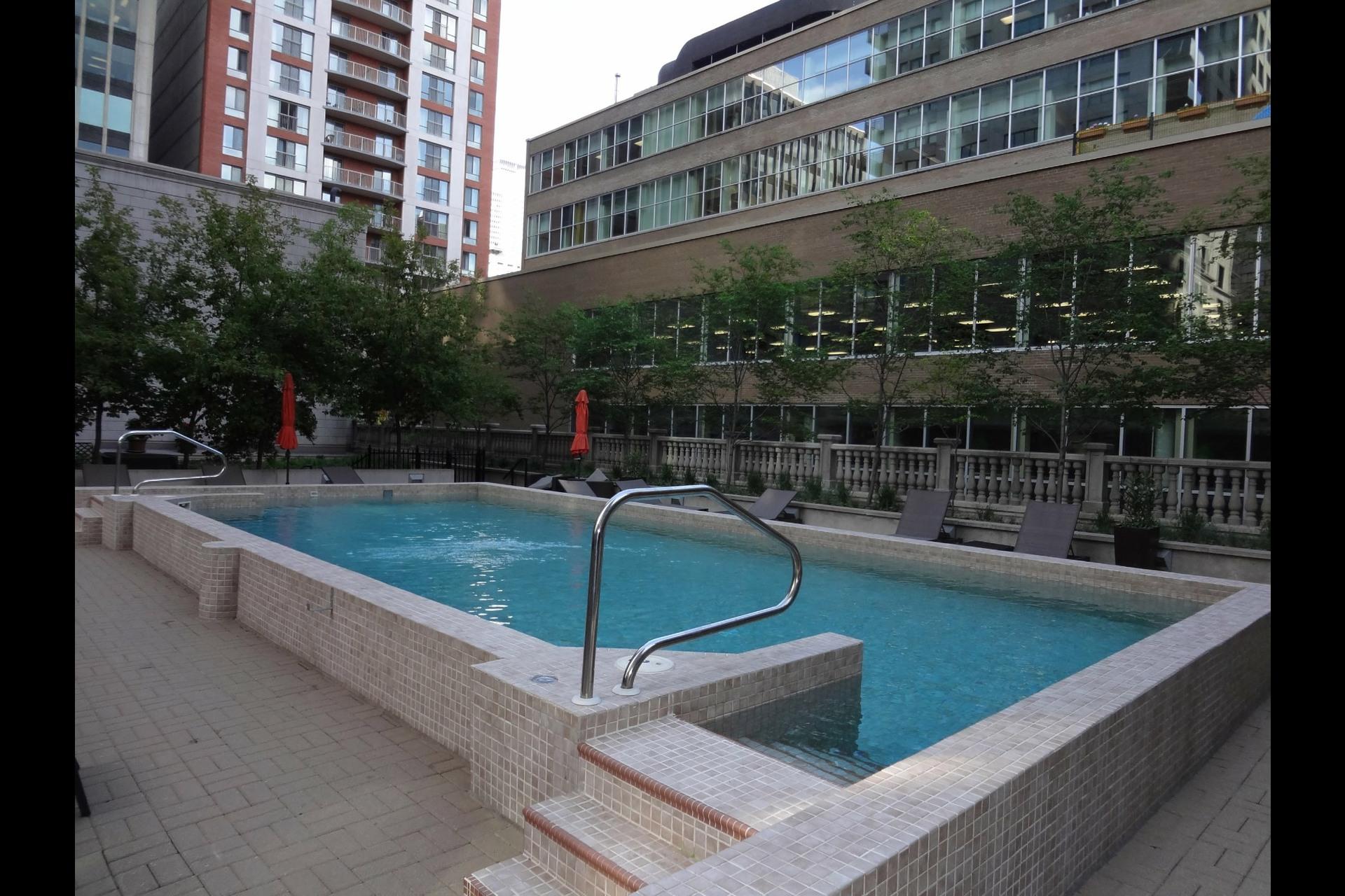 image 9 - Appartement À louer Montréal Ville-Marie  - 5 pièces