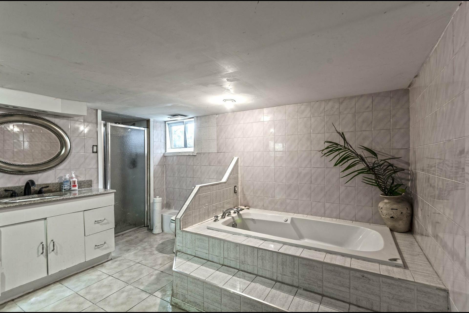 image 17 - Maison À vendre Laval Duvernay  - 11 pièces
