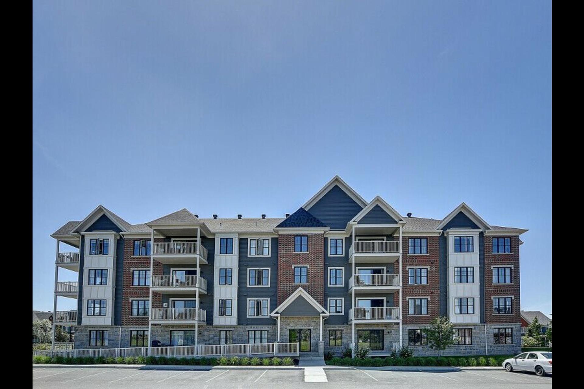 image 0 - Appartement À louer Mont-Saint-Hilaire - 9 pièces