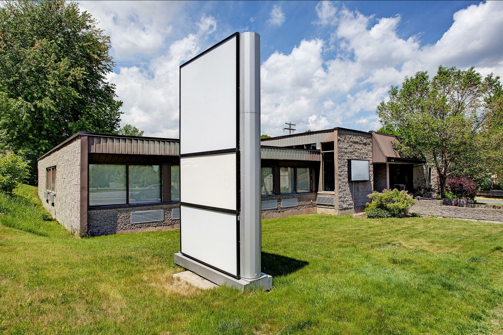image 2 - Office For rent Rigaud