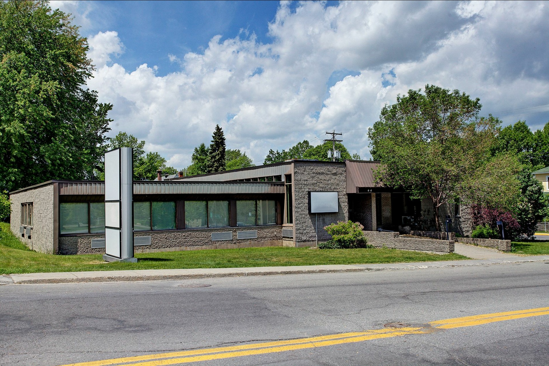 image 0 - Office For rent Rigaud