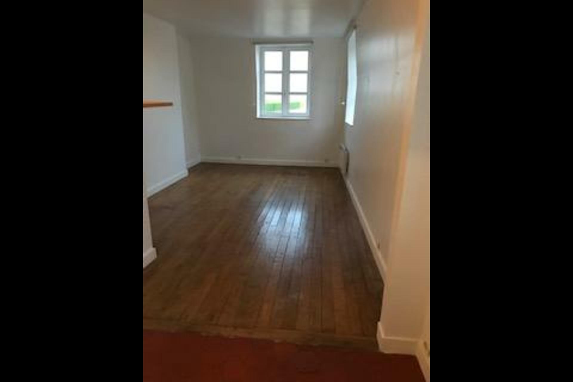 image 2 - Appartement À louer saint germain en laye - 1 pièce