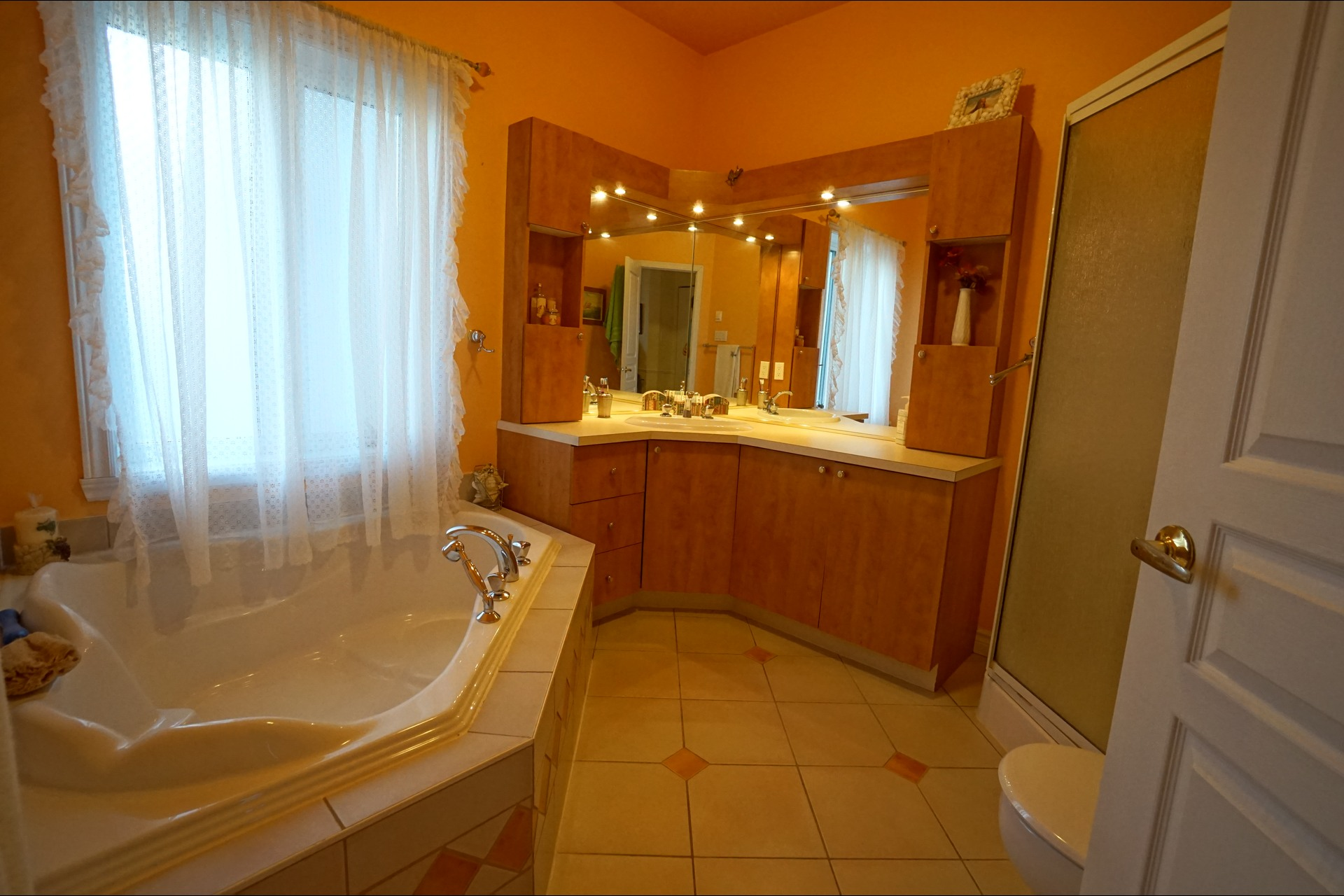 image 3 - Bungalow - For sale - Laval   - 11 rooms