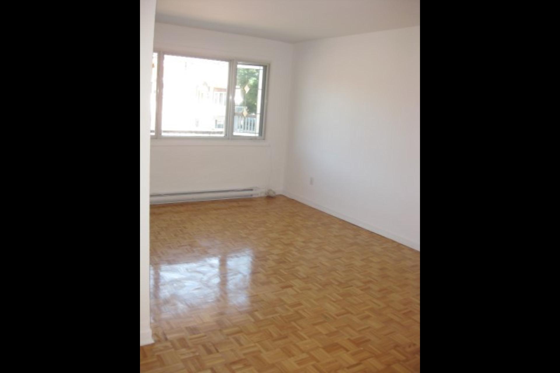 image 3 - Appartement À louer Montréal Saint-Leonard - 4 pièces
