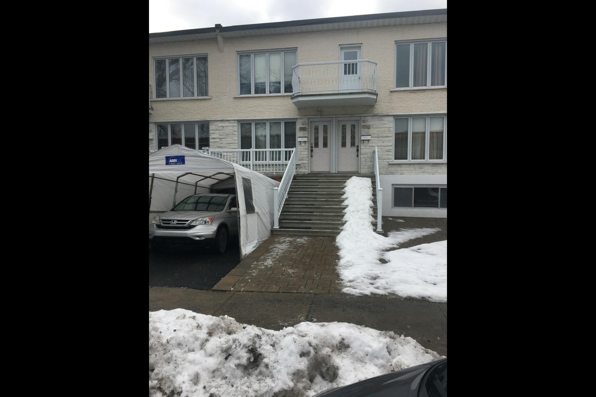 image 0 - Apartment For rent Montréal Saint-Leonard - 5 rooms