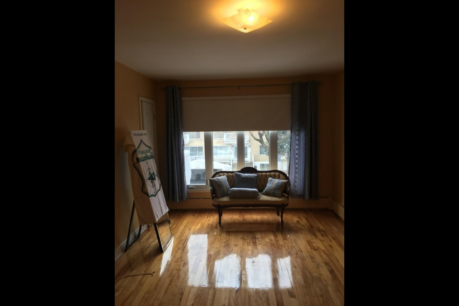 image 10 - Apartment For rent Montréal Saint-Leonard - 5 rooms