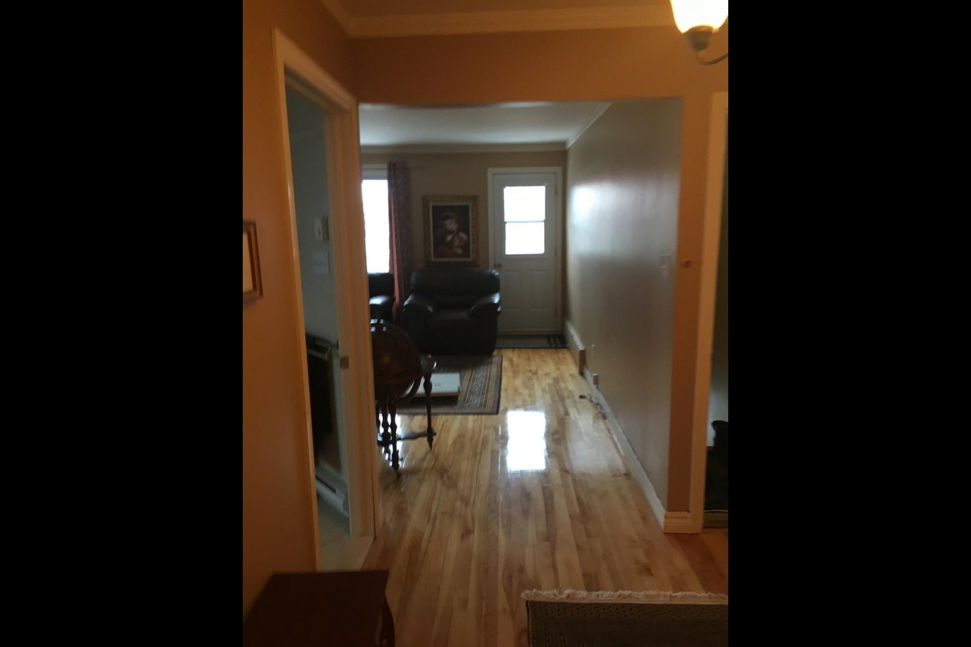 image 4 - Apartment For rent Montréal Saint-Leonard - 5 rooms