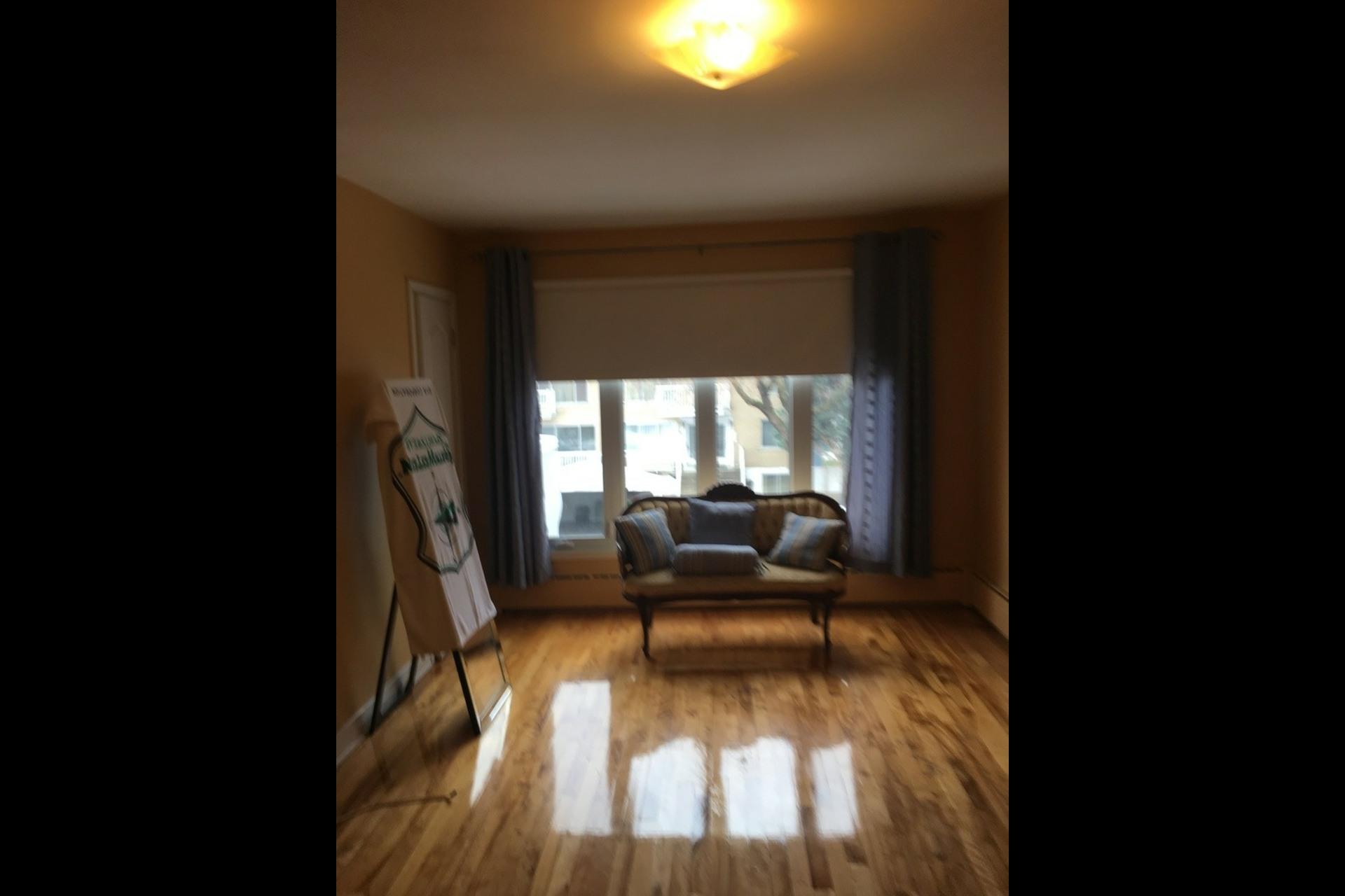 image 9 - Apartment For rent Montréal Saint-Leonard - 5 rooms