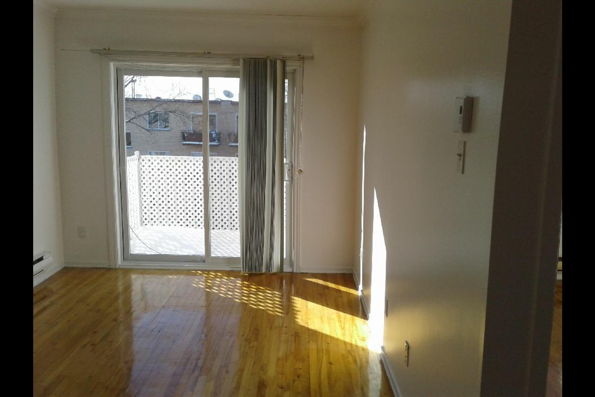image 0 - Appartement À louer Montréal Montréal-Nord - 4 pièces