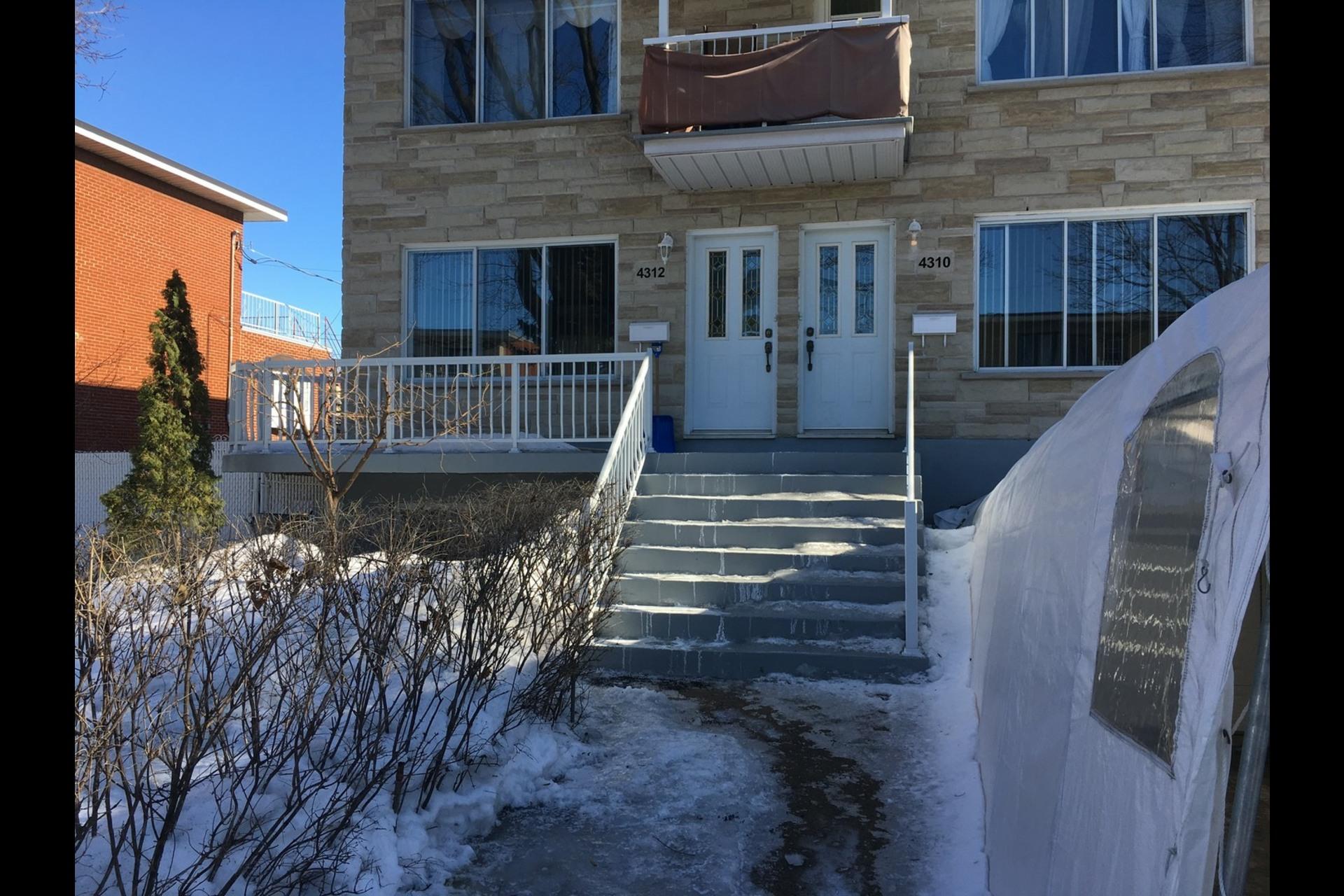 image 0 - Appartement À louer Montréal Saint-Leonard - 5 pièces