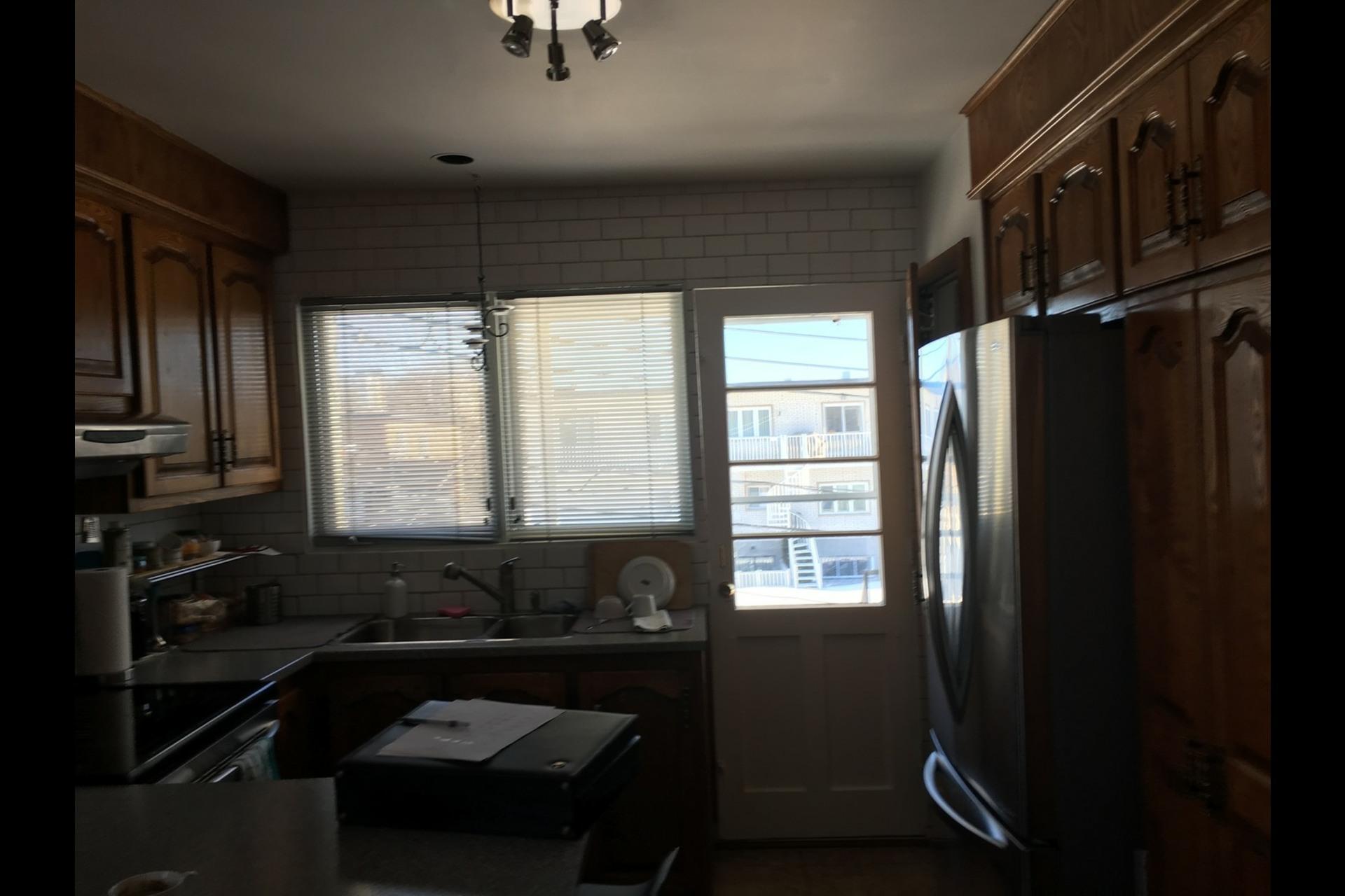 image 10 - Appartement À louer Montréal Saint-Leonard - 5 pièces