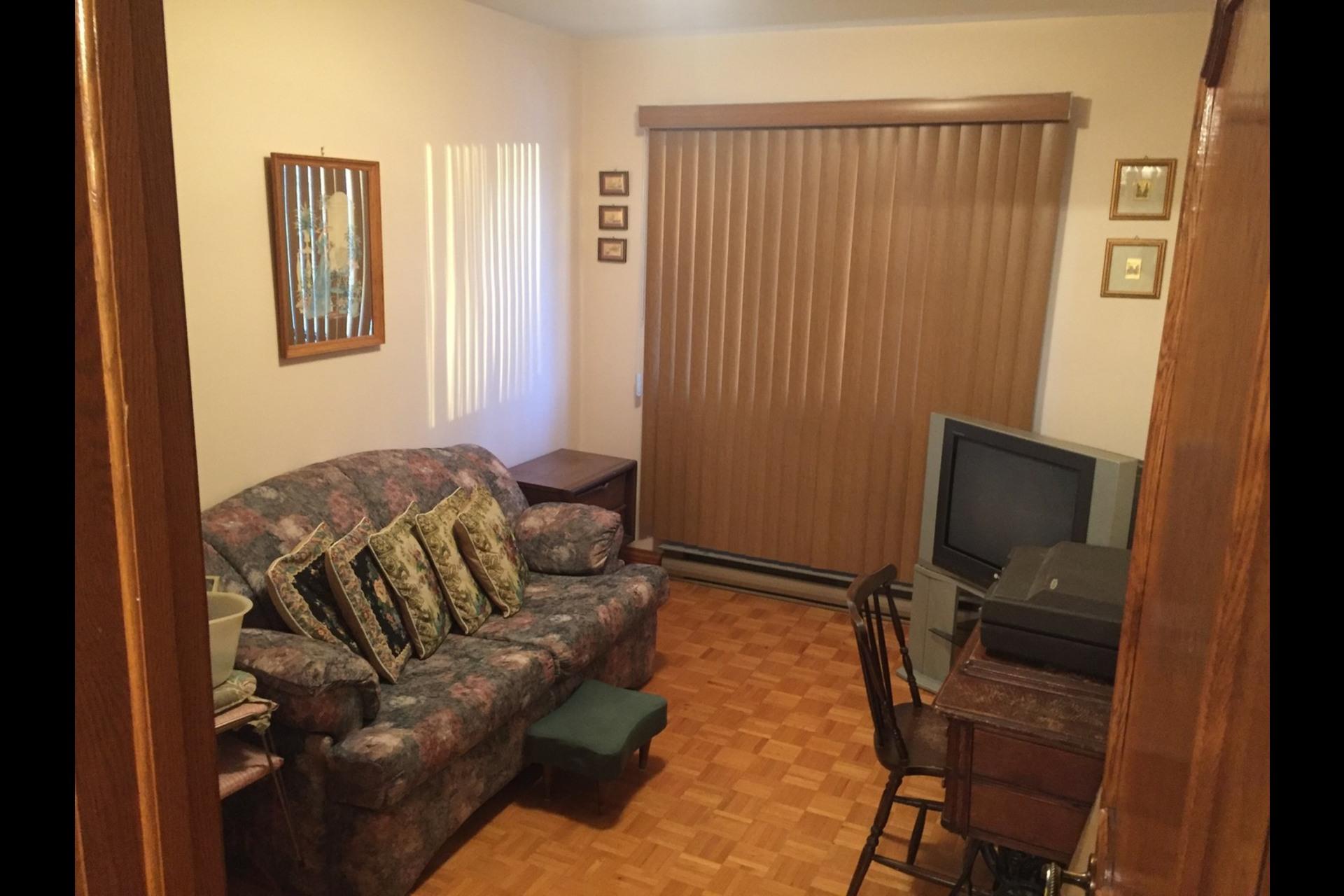 image 4 - Appartement À louer Montréal Saint-Leonard - 6 pièces