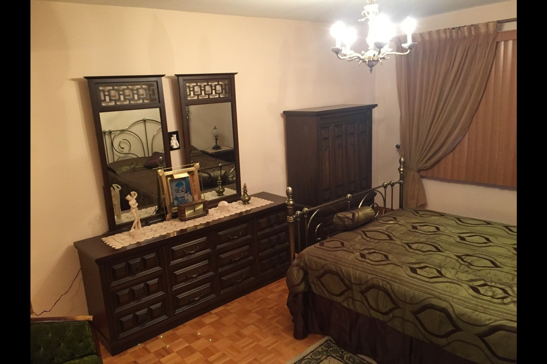 image 8 - Appartement À louer Montréal Saint-Leonard - 6 pièces