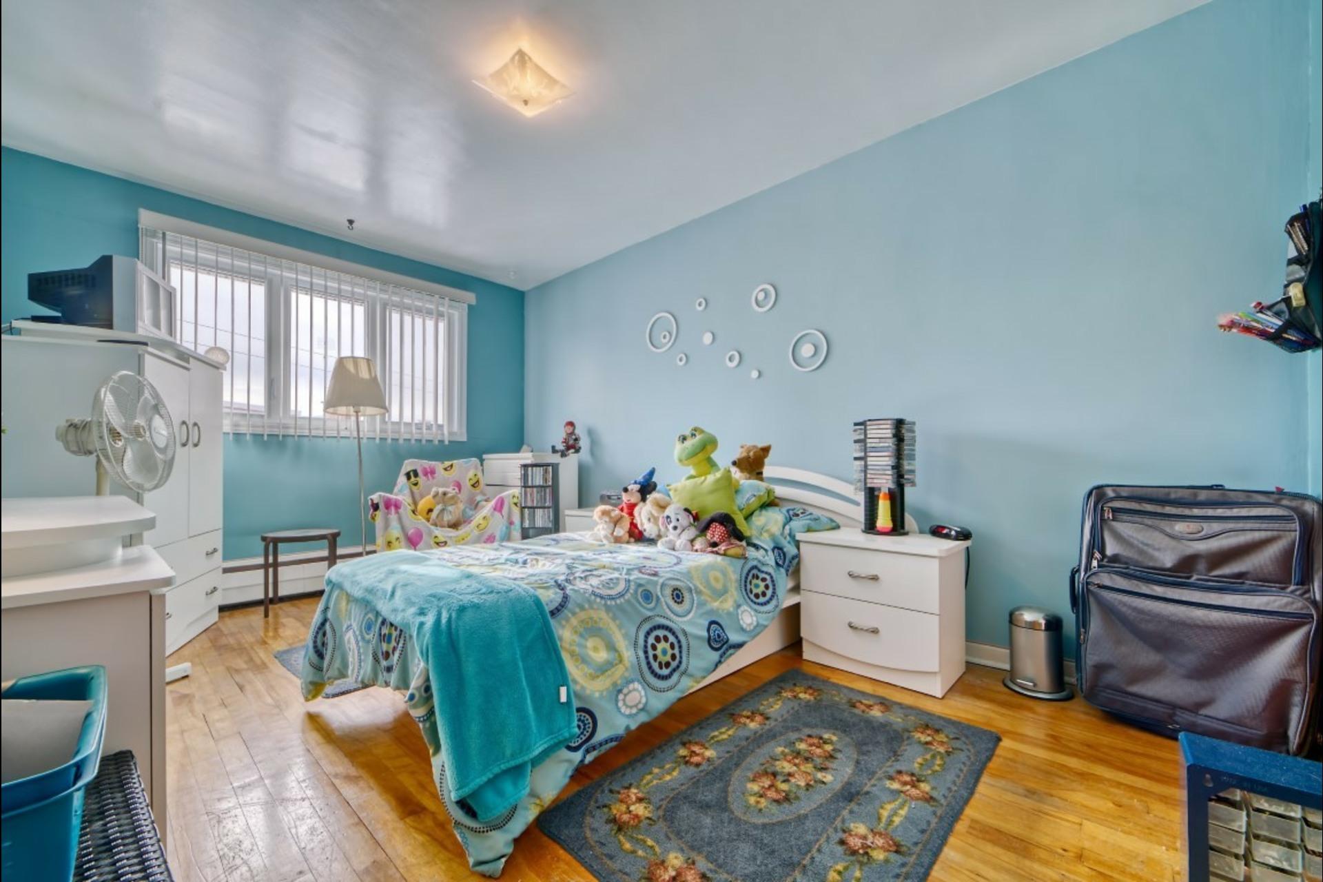 image 4 - Appartement À louer Montréal Saint-Leonard - 5 pièces