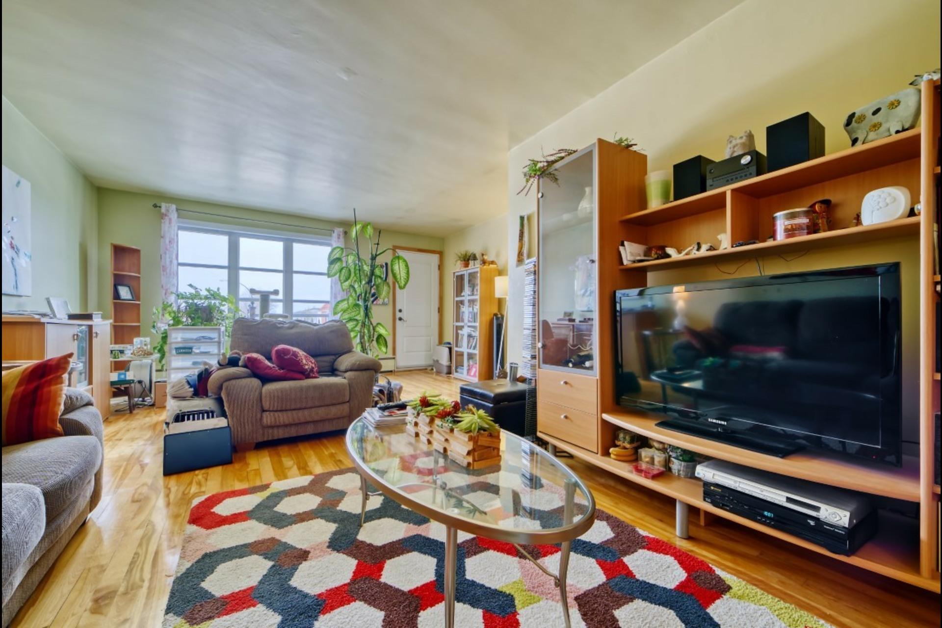 image 6 - Appartement À louer Montréal Saint-Leonard - 5 pièces