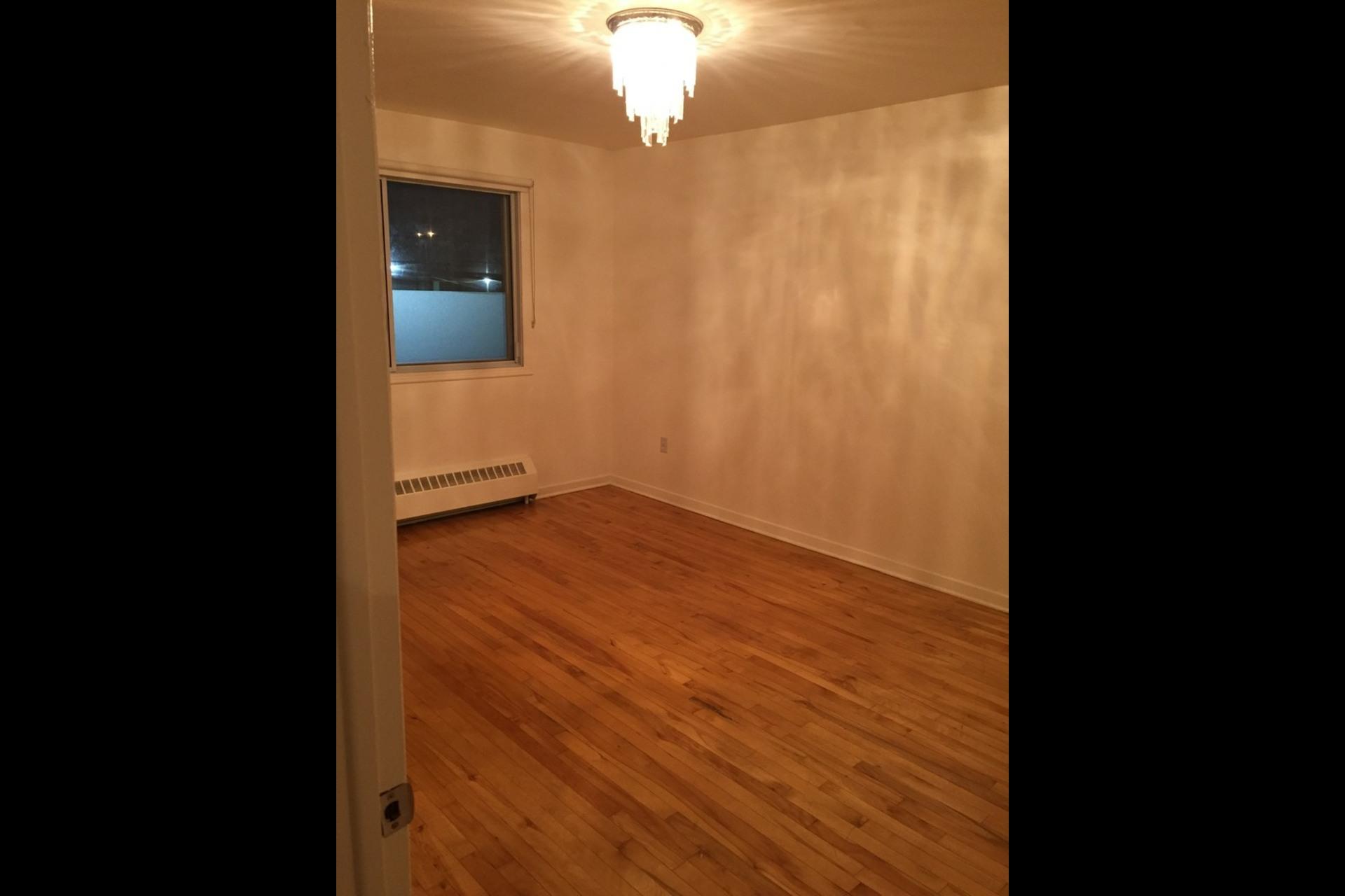 image 2 - Appartement À louer Montréal Saint-Leonard - 5 pièces