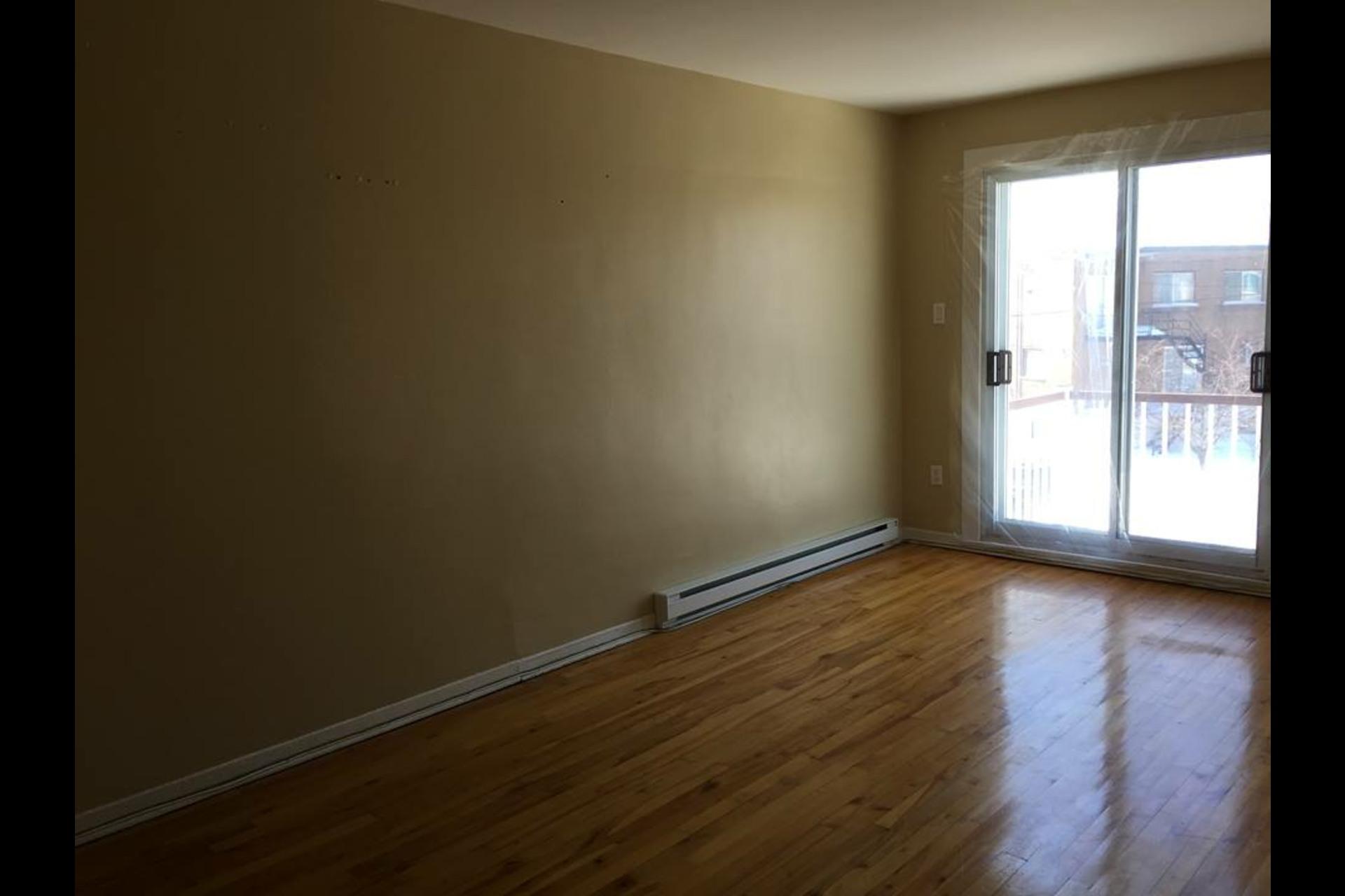 image 1 - Appartement À louer Montréal Saint-Leonard - 4 pièces