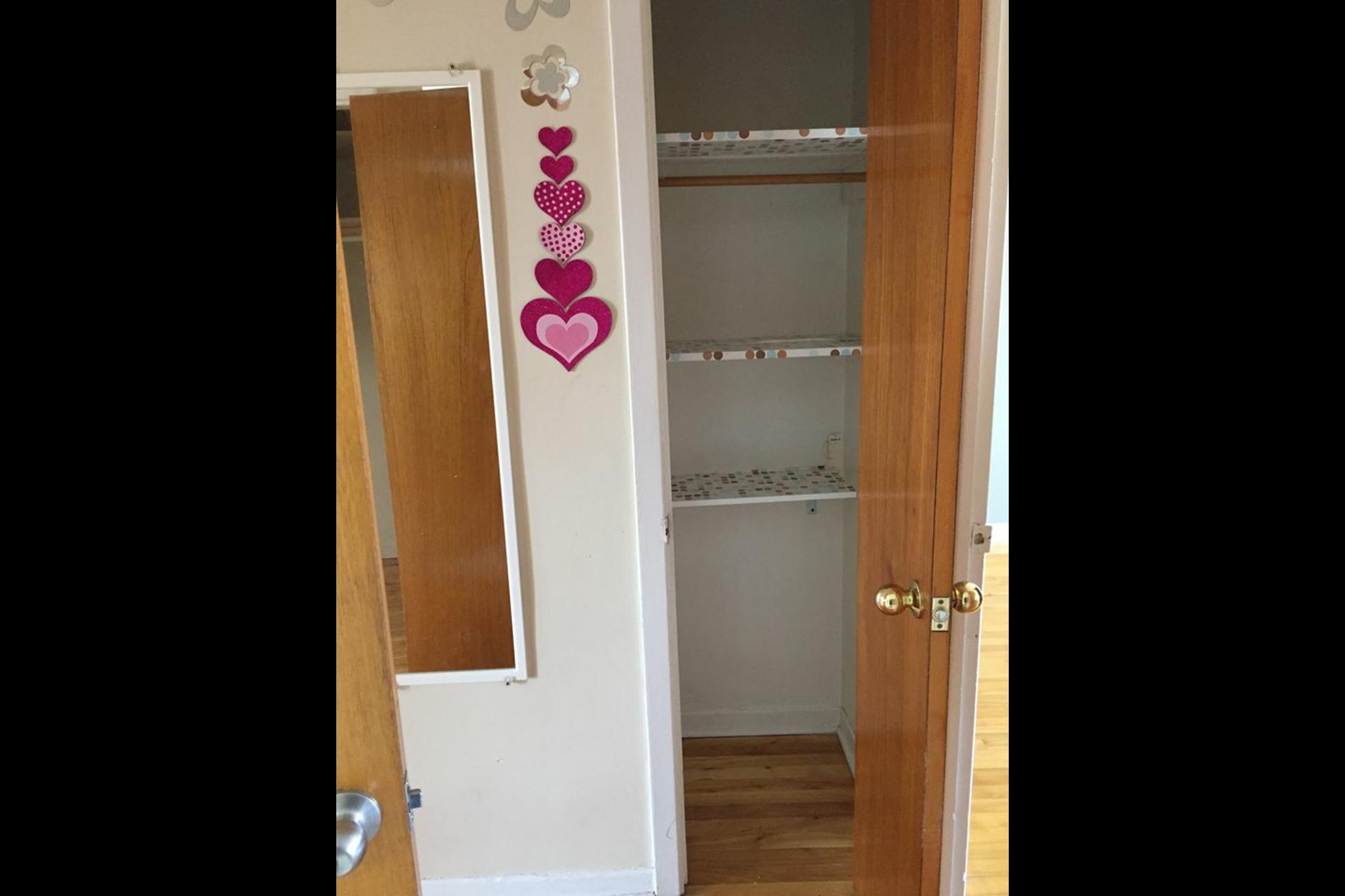 image 2 - Appartement À louer Montréal Saint-Leonard - 4 pièces