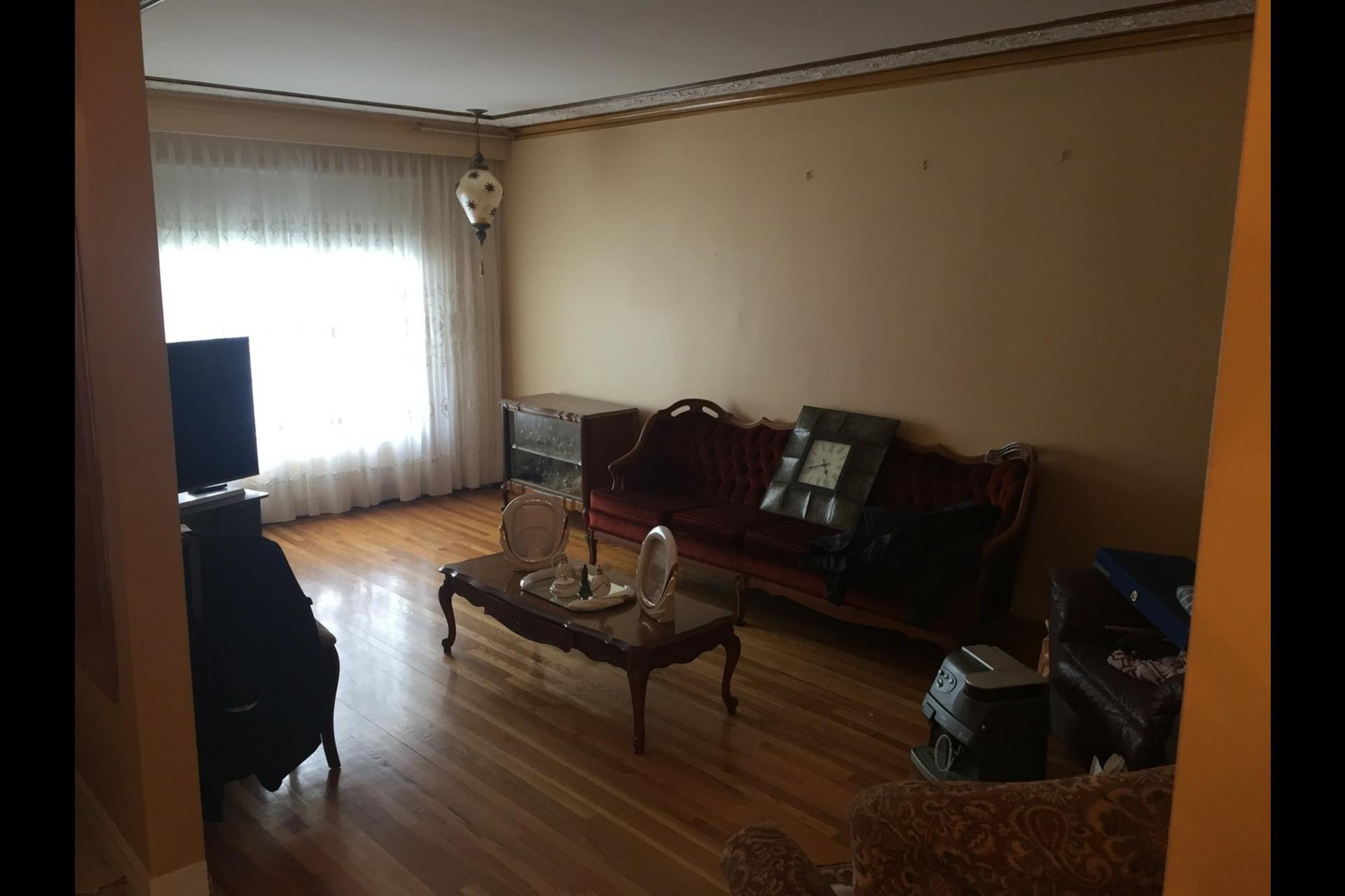 image 1 - Appartement À louer Montréal Saint-Leonard - 6 pièces