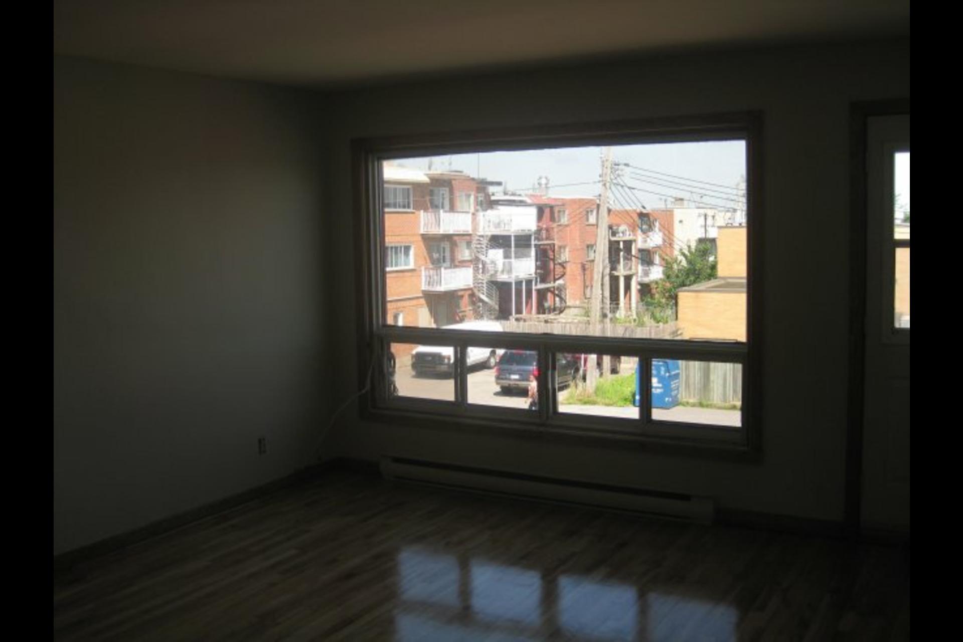 image 2 - Appartement À louer Montréal Montréal-Nord - 5 pièces