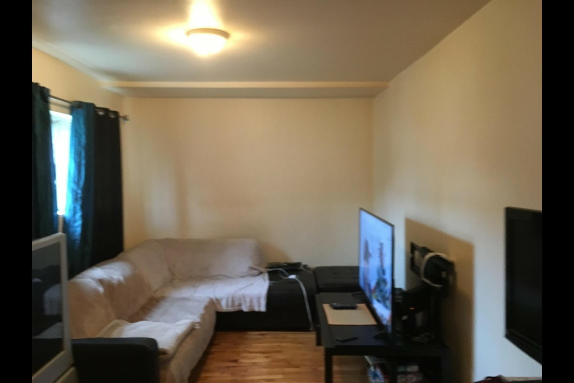 image 3 - Appartement À louer Montréal Saint-Leonard - 3 pièces