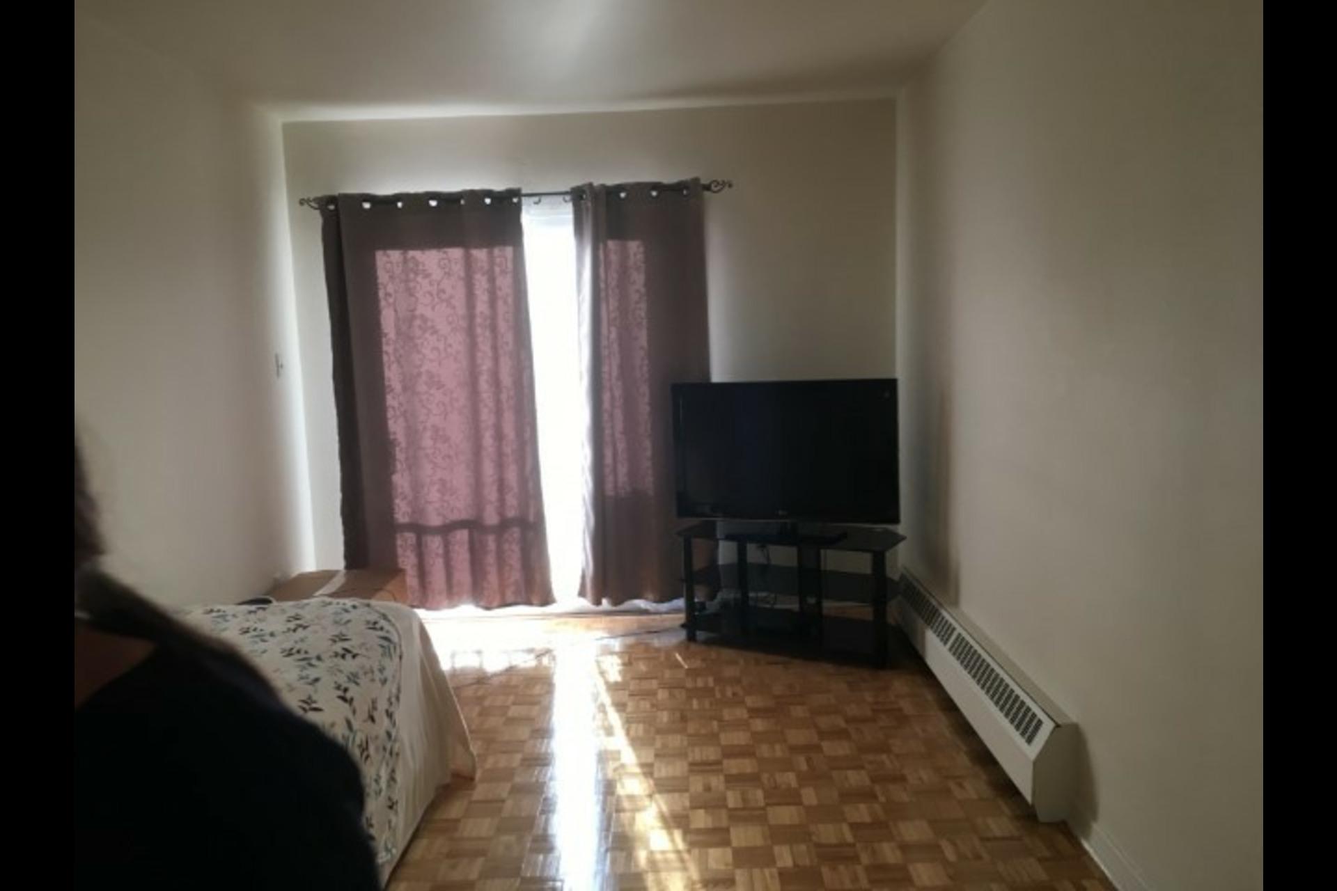 image 4 - Appartement À louer Montréal Saint-Leonard - 3 pièces