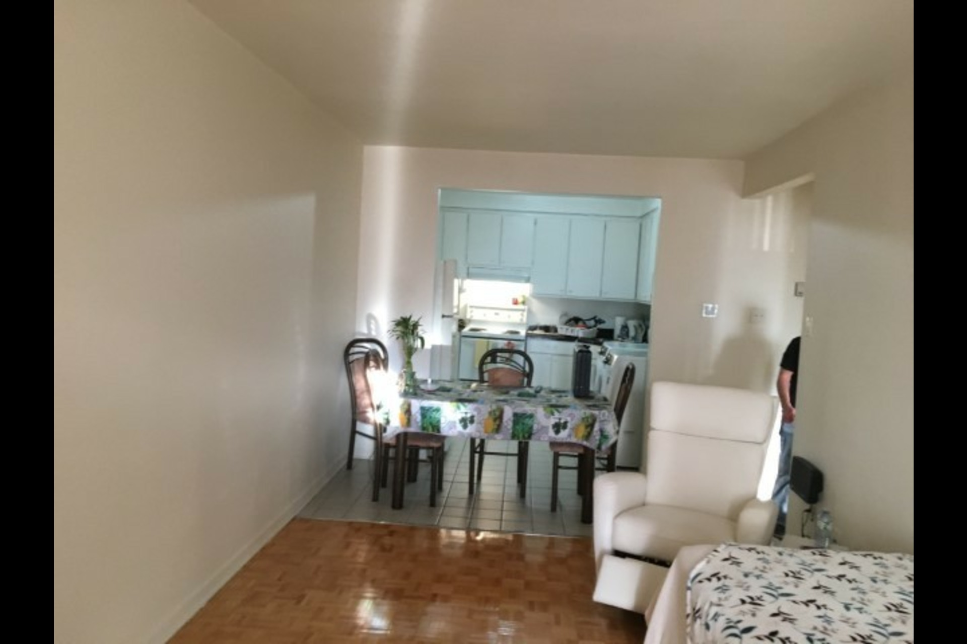 image 5 - Appartement À louer Montréal Saint-Leonard - 3 pièces