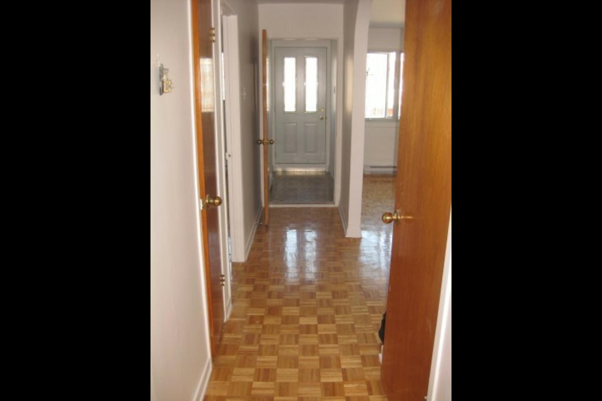 image 9 - Appartement À louer Montréal Saint-Leonard - 4 pièces