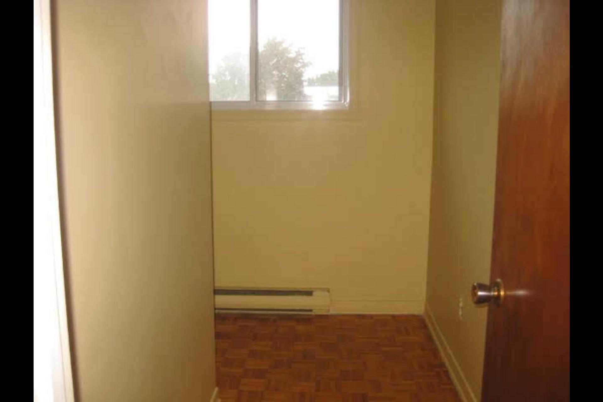 image 2 - Appartement À louer Montréal Rivière-des-Prairies - 5 pièces