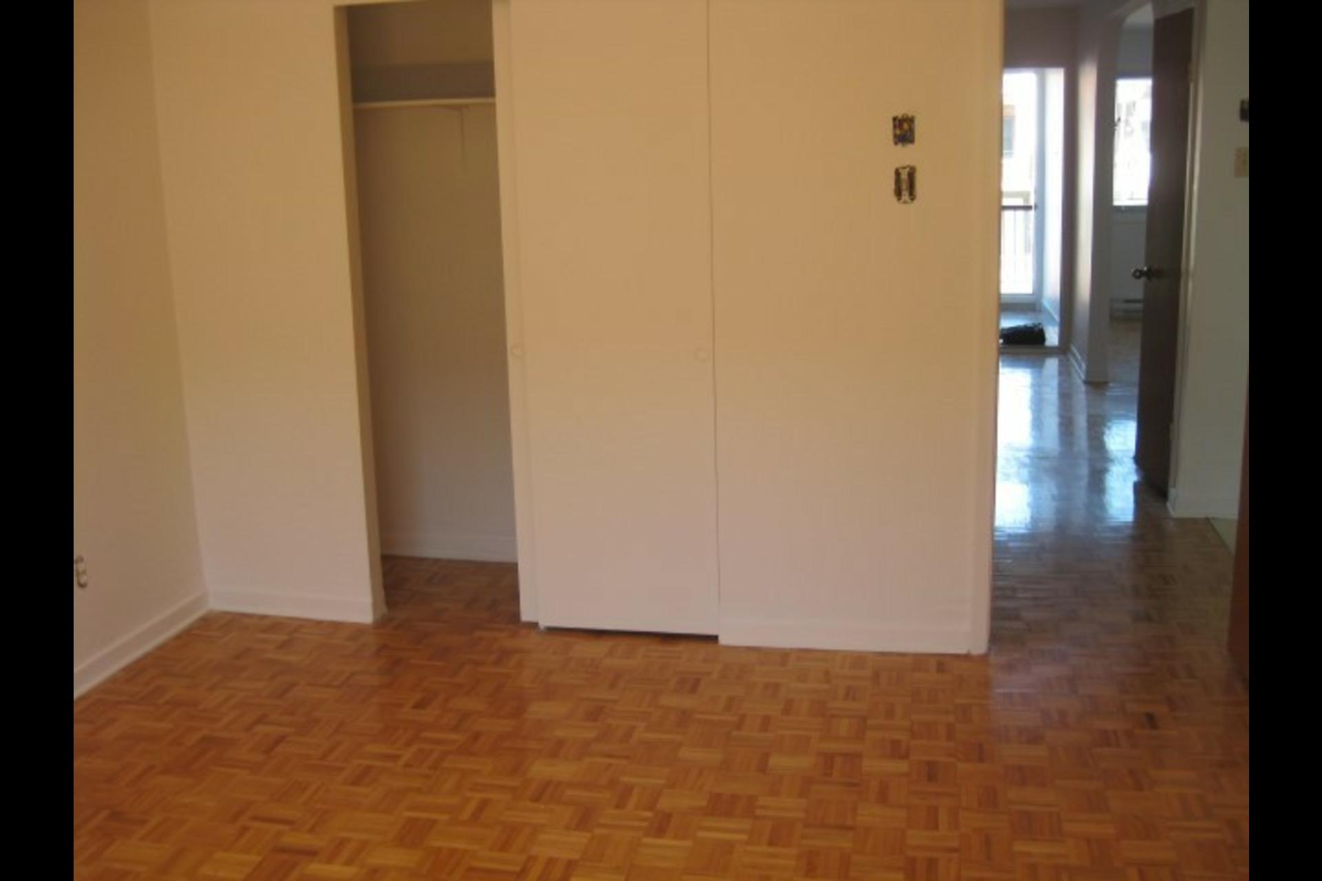 image 7 - Appartement À louer Montréal Saint-Leonard - 4 pièces