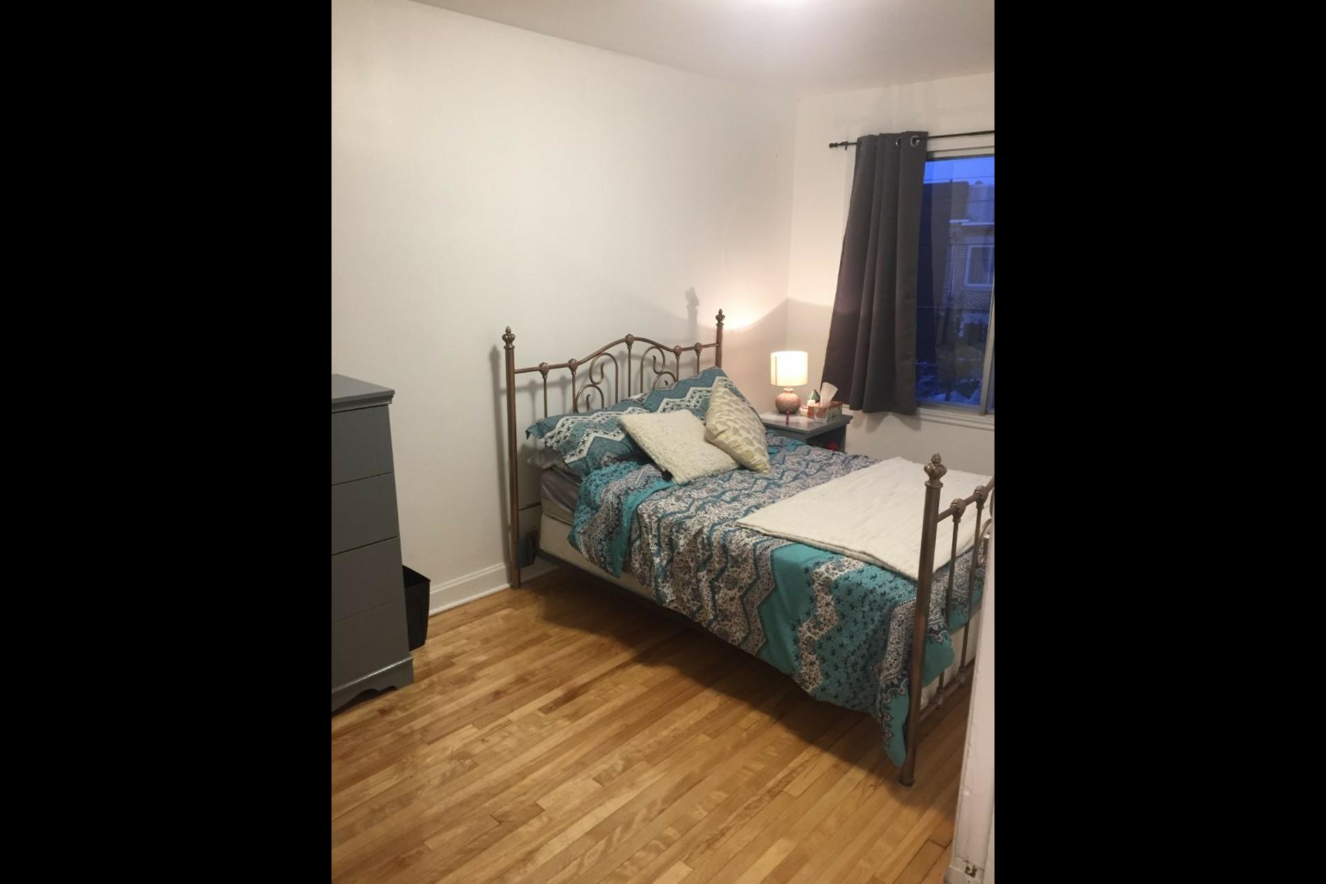 image 1 - Appartement À louer Montréal Saint-Michel - 5 pièces