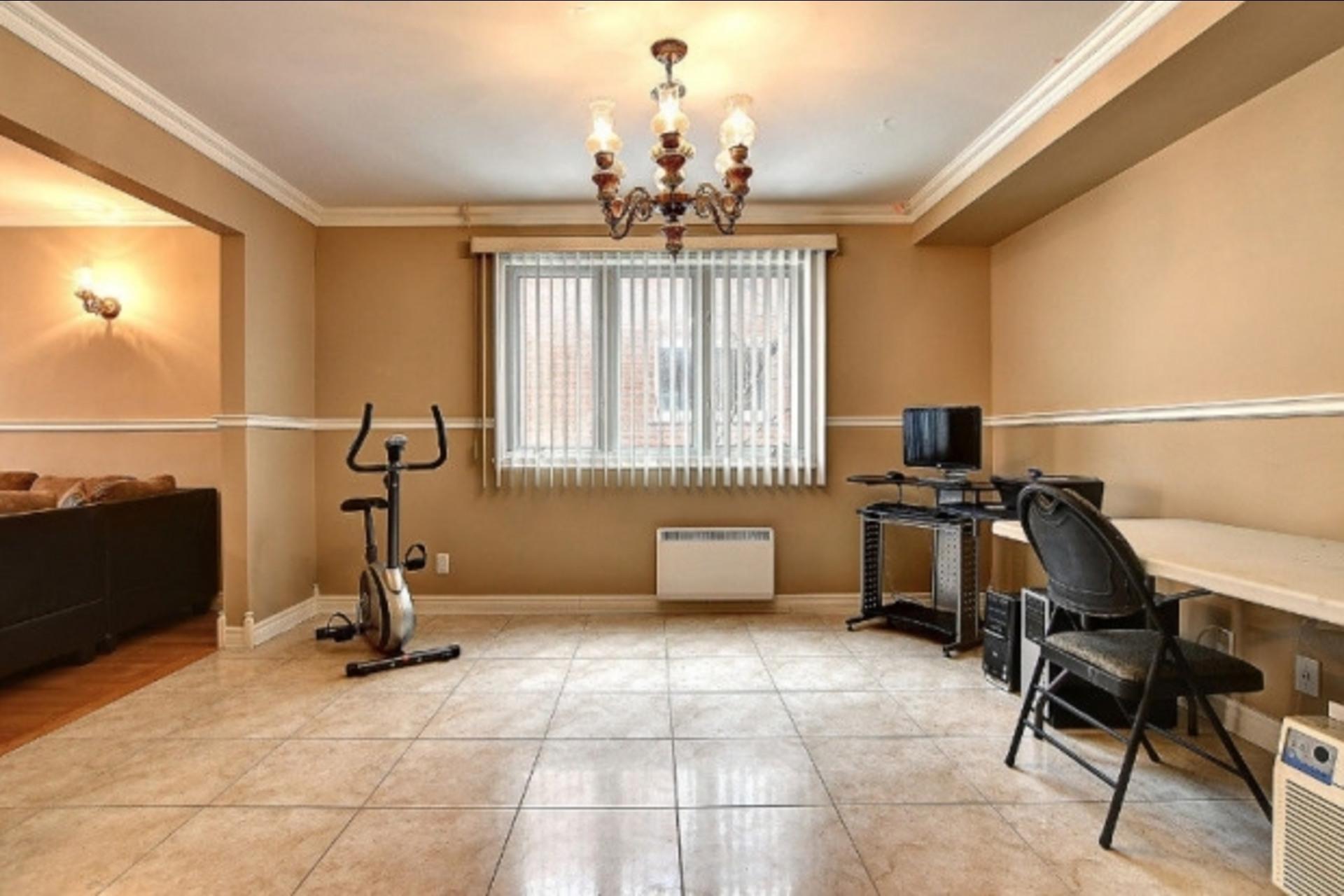 image 6 - Appartement À louer Montréal Saint-Leonard - 6 pièces
