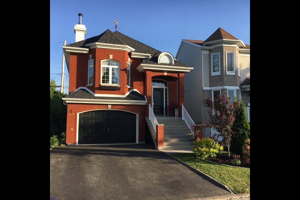 image 0 - Bungalow - For sale - Laval   - 11 rooms